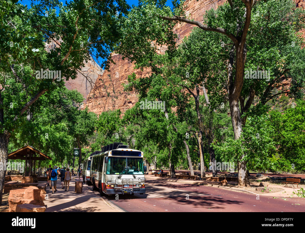 Tourists getting off the shuttle bus at The Grotto, Zion Canyon, Zion National Park, Utah, USA - Stock Image
