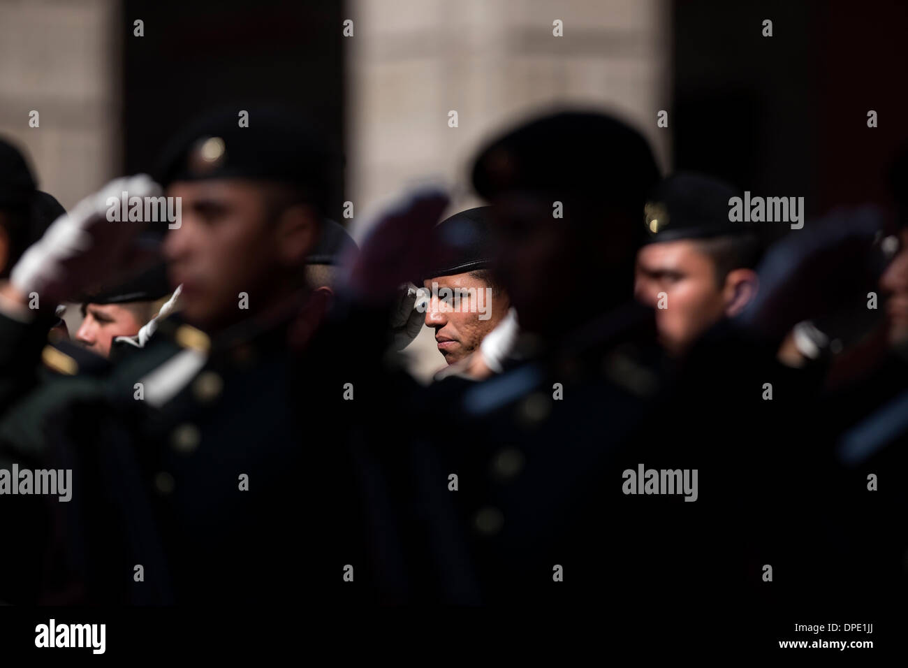 Mexico City, Mexico. 13th Jan, 2014. Honor guards perform salutes during a welcome ceremony hosted by Mexican President Stock Photo