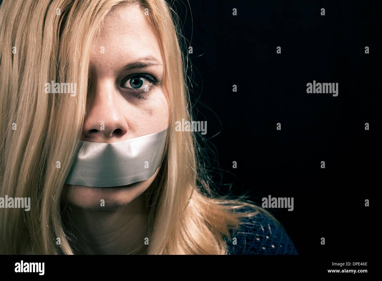 Похищение с аналом, Похищение анал - видео rating Flesh Hole HD 12 фотография