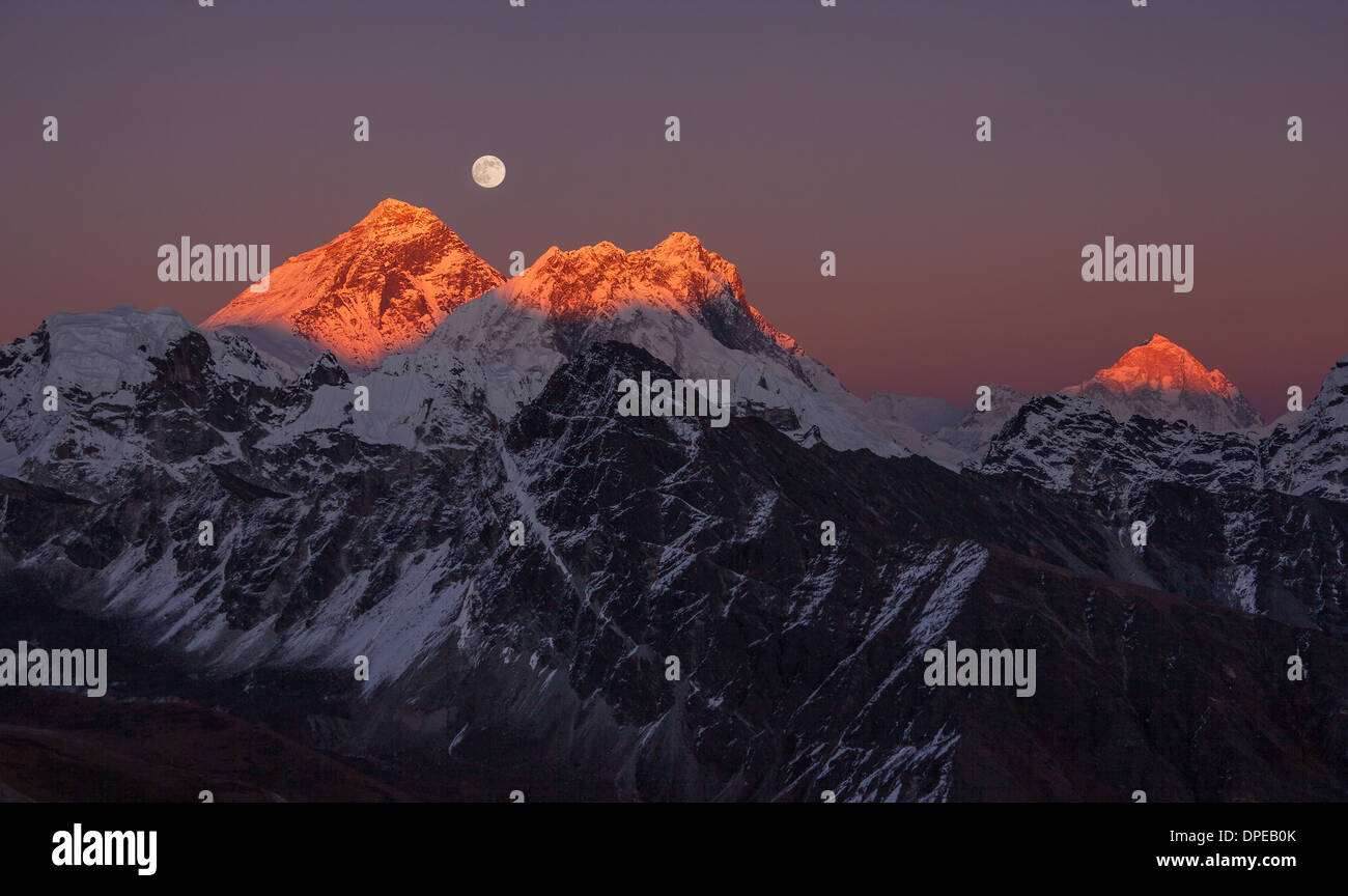 Panoramic view of the Mount Everest (8848 m) and Makalu peak (8485 m) at sunset on a full moon. Canon 5D Mk II. - Stock Image