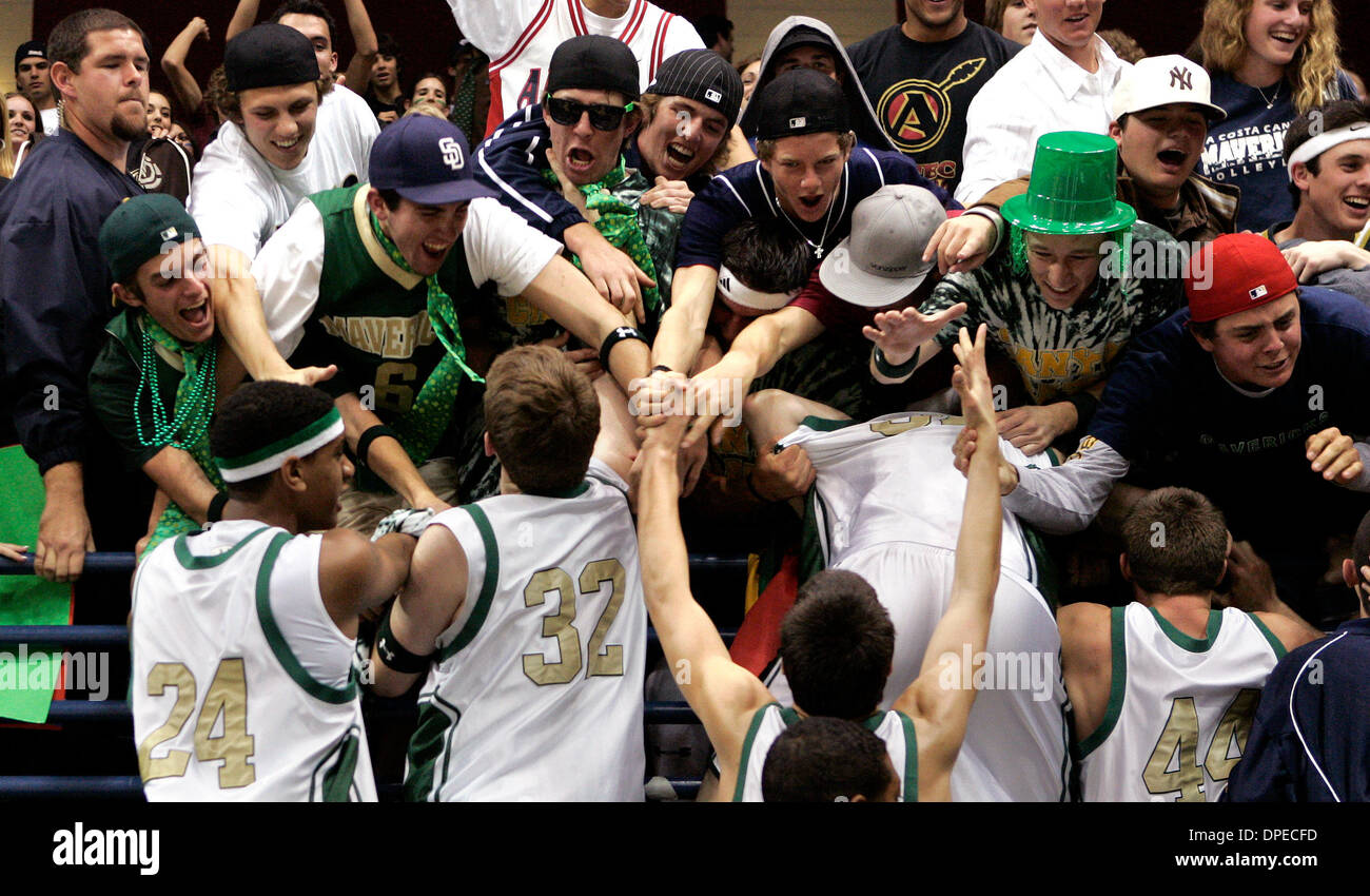 (published 3/11/2006, NC-18, NI-20) ER_Div1boys253271x009 _3/04/06_San Diego_ La Costa Canyon fans hoist their team into the stands after their victory during the San Diego Section Division III high school boys basketball championship of Eastlake vs. La Costa Canyon High School at the Jenny Craig Pavilion Saturday. EARNIE GRAFTON/San Diego Union-Tribune - Stock Image