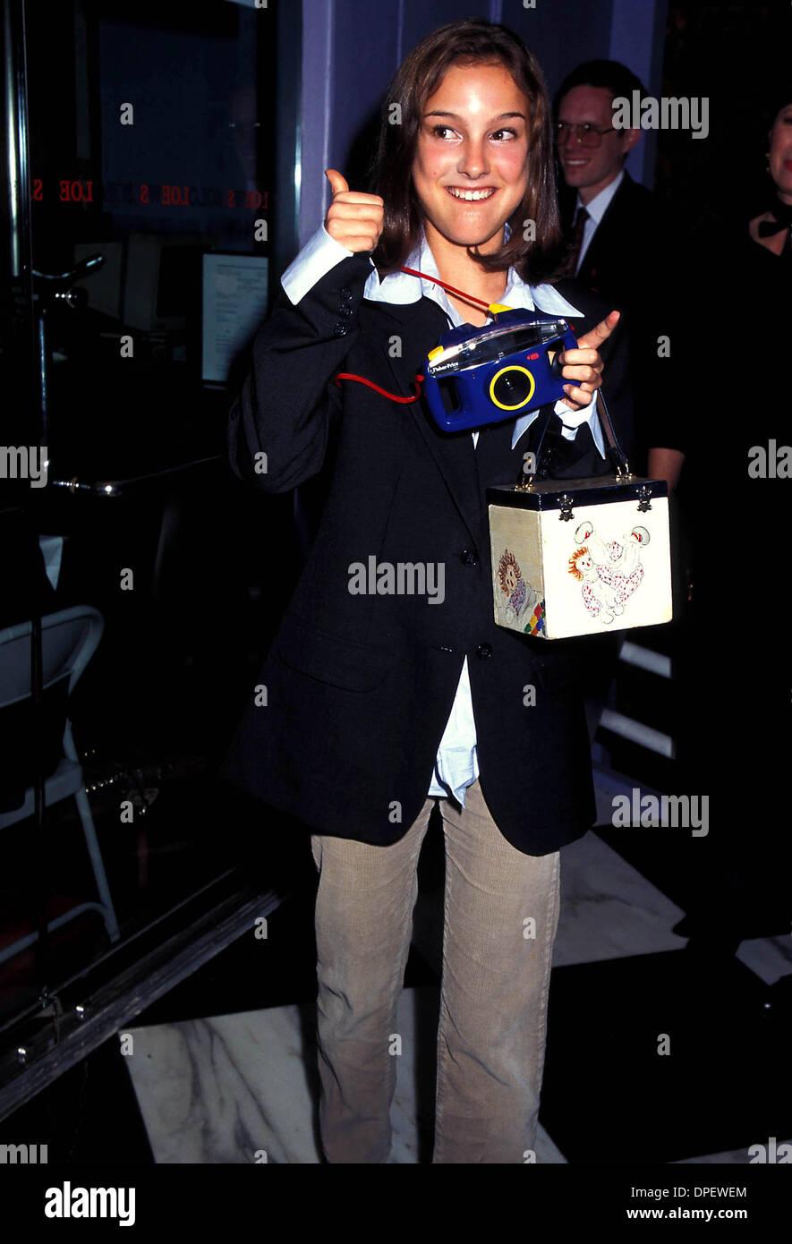 K15382KJ.PREMIERE OF MIGHTY APHRODITE.NATALIE PORTMAN 1995.PHOTO BY KELLY JORDAN-GLOBE PHOTOS (Credit Image: © Globe Photos/ZUMAPRESS.com) - Stock Image
