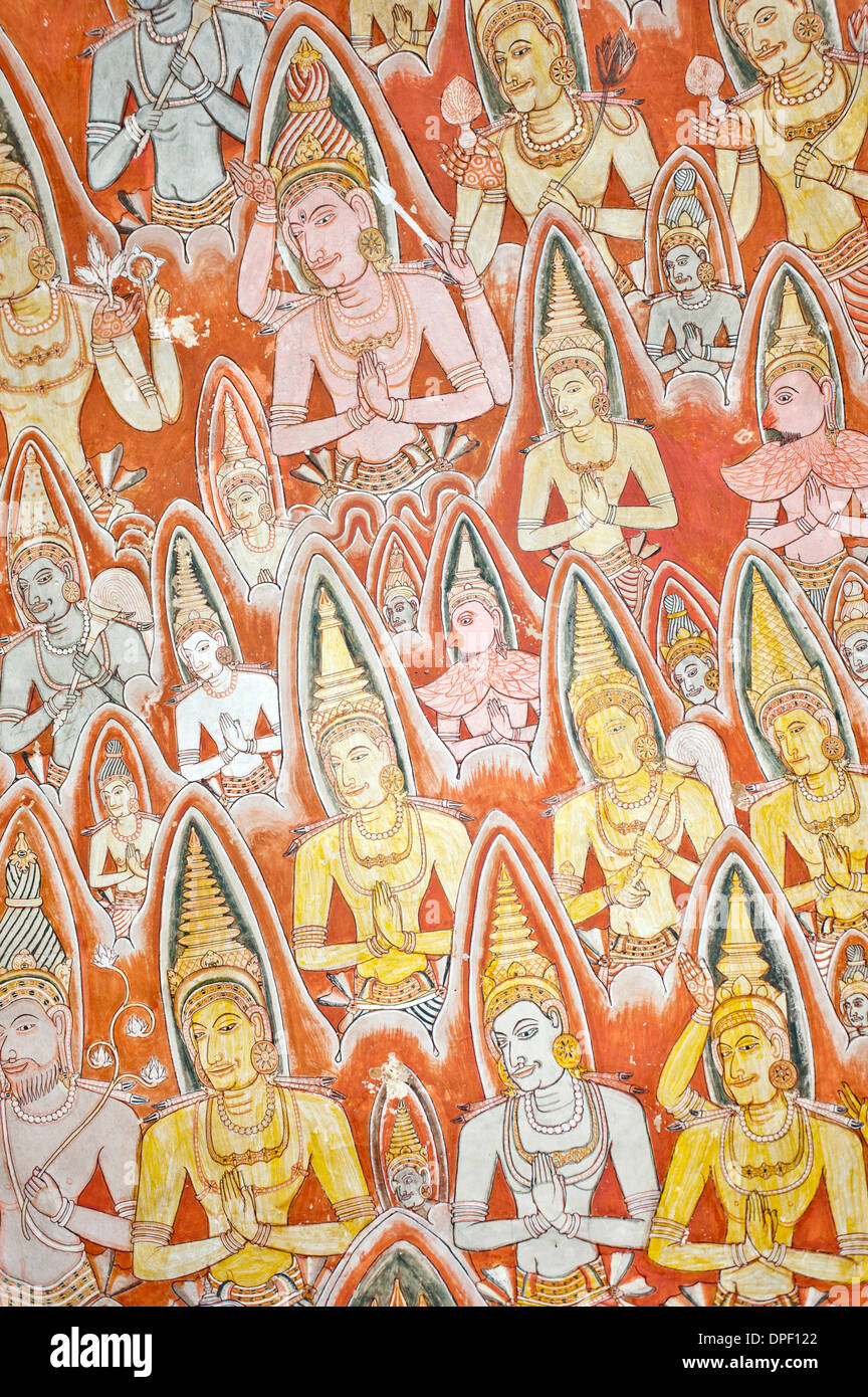 Colourful wall painting, fresco, praying gods with nimbus, halo, Maharaja-Iena cave, Buddhist cave temple of Dambulla - Stock Image