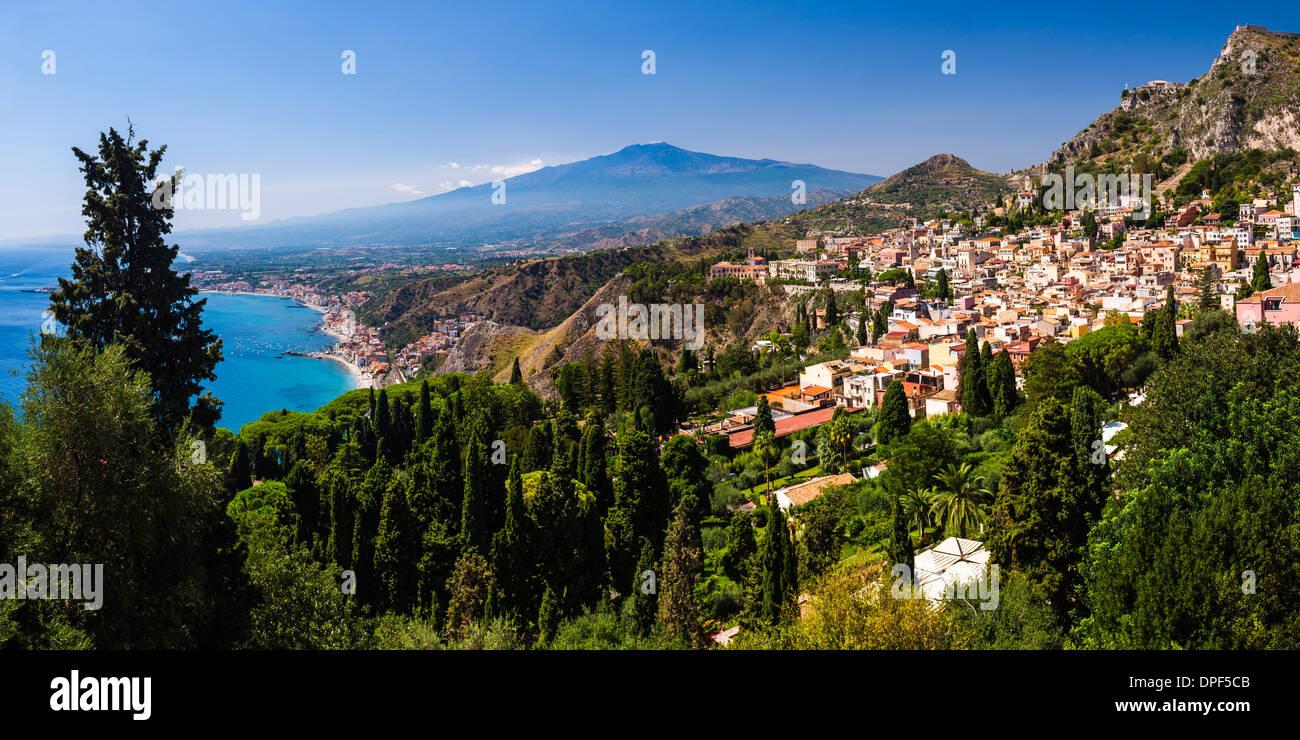 Taormina and Mount Etna Volcano seen from Teatro Greco (Greek Theatre), Taormina, Sicily, Italy, Mediterranean, Europe - Stock Image