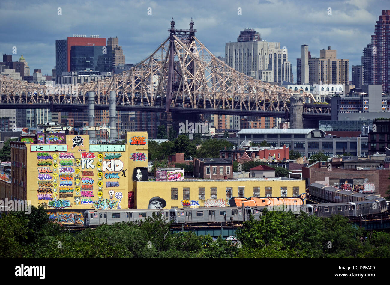 5 pointz graffiti museum with the 59th street bridge and manhattan skyline in the background and the subway in the foreground