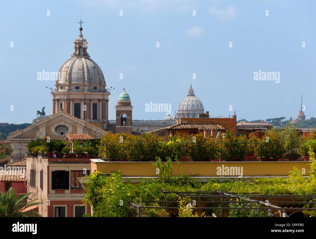 Vue des toits depuis la Sainte-Trinite-des-Monts, Rome, Italy Stock Photo