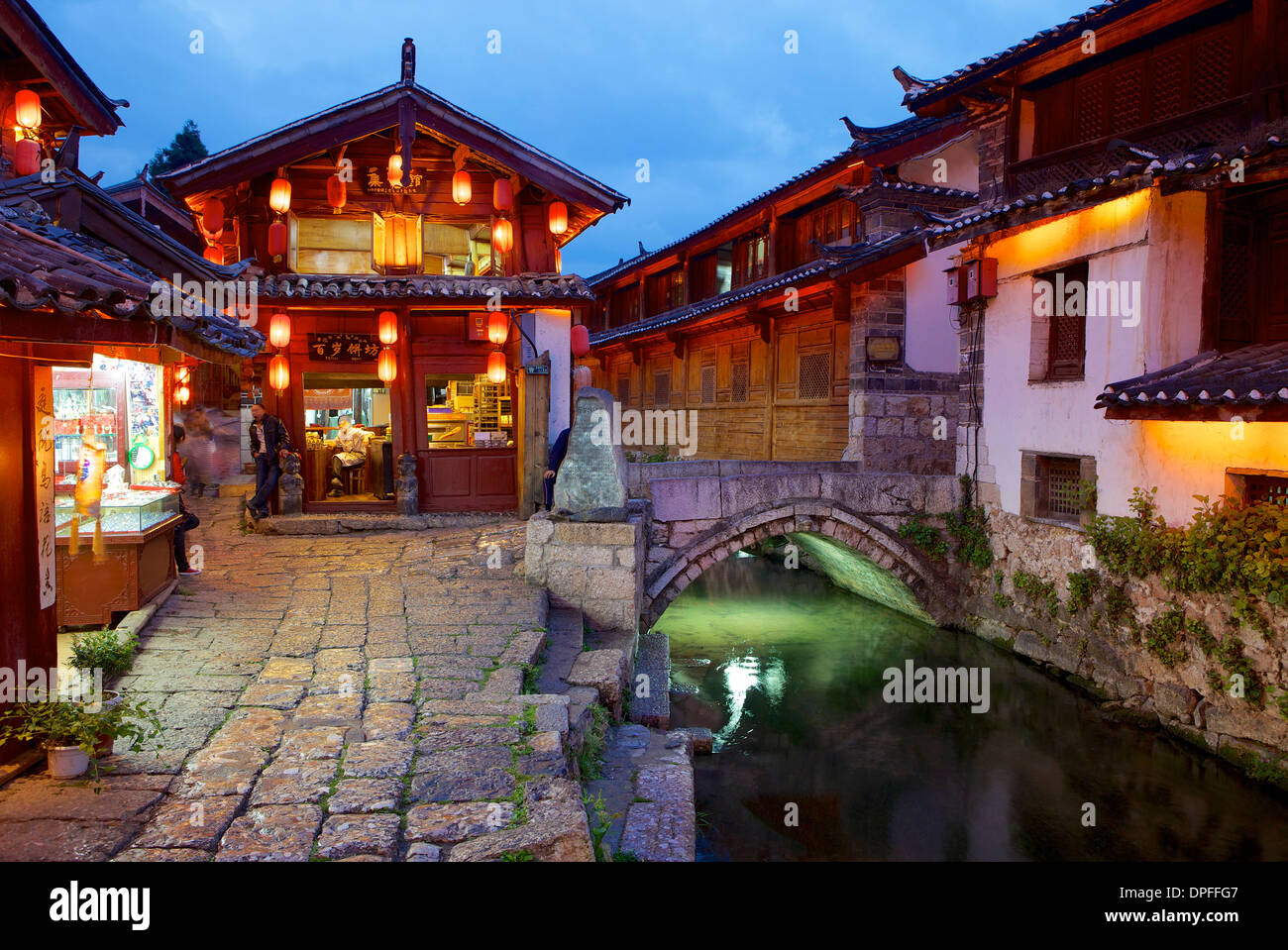 Twilight in the Old Town, Lijiang, UNESCO World Heritage Site, Yunnan Province, China, Asia - Stock Image