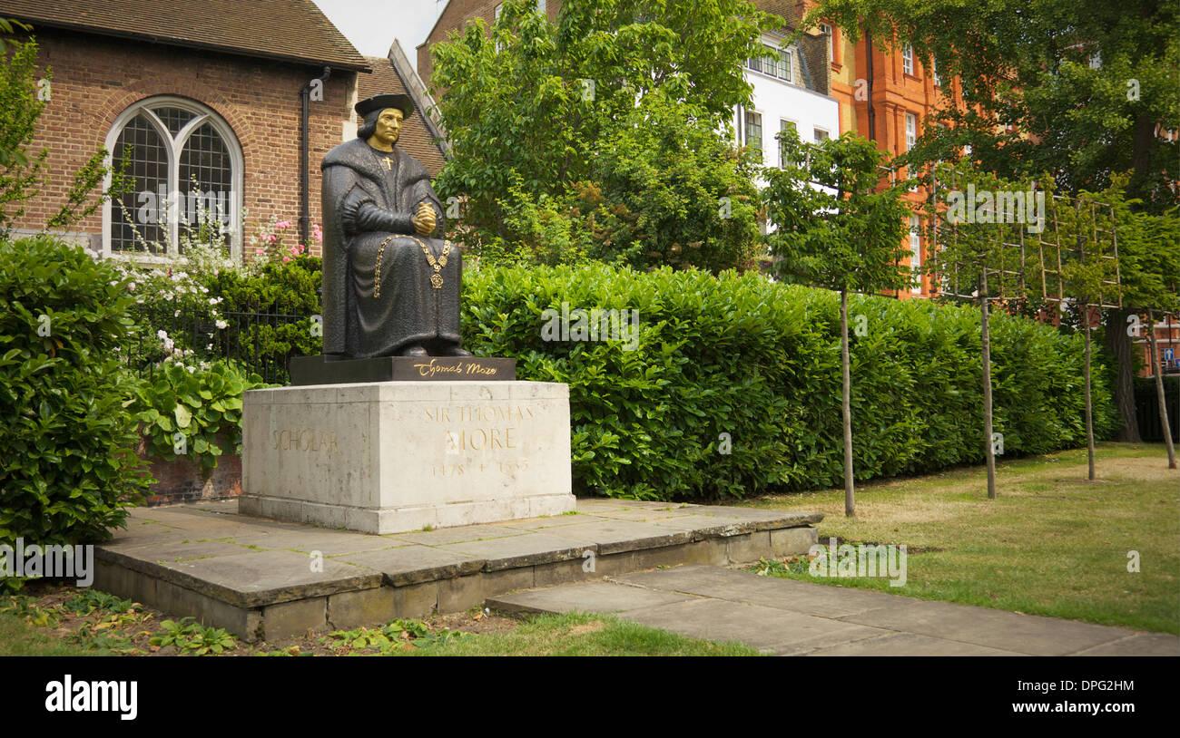 Sir Thomas Moore statue at Cheyne Walk, Chelsea Embankment, London, UK. - Stock Image