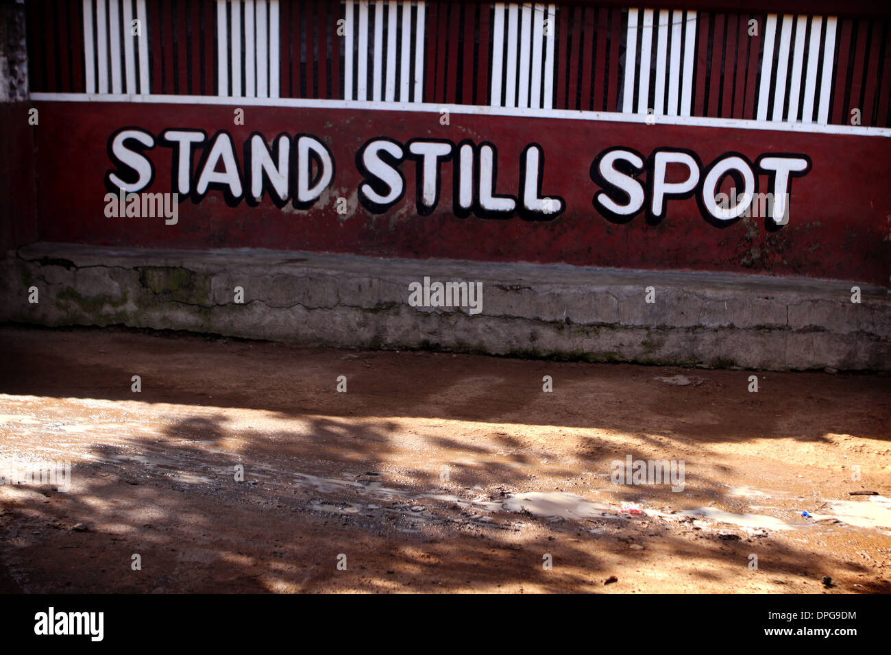 Humorous sign on wall in Ghana - Stock Image