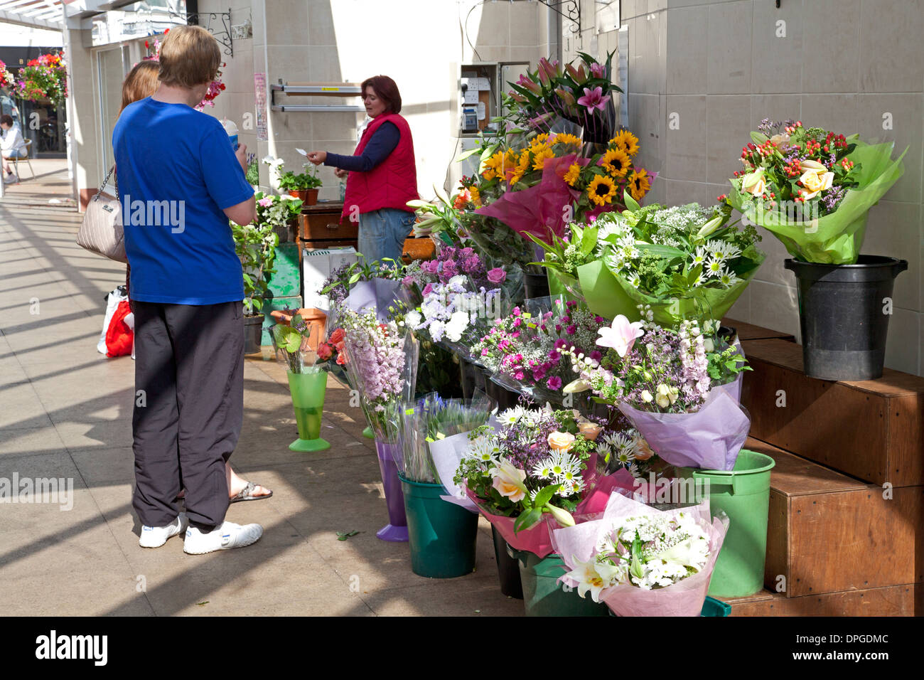 Flower stall in The Forge shopping centre, Stockton Heath, Cheshire - Stock Image