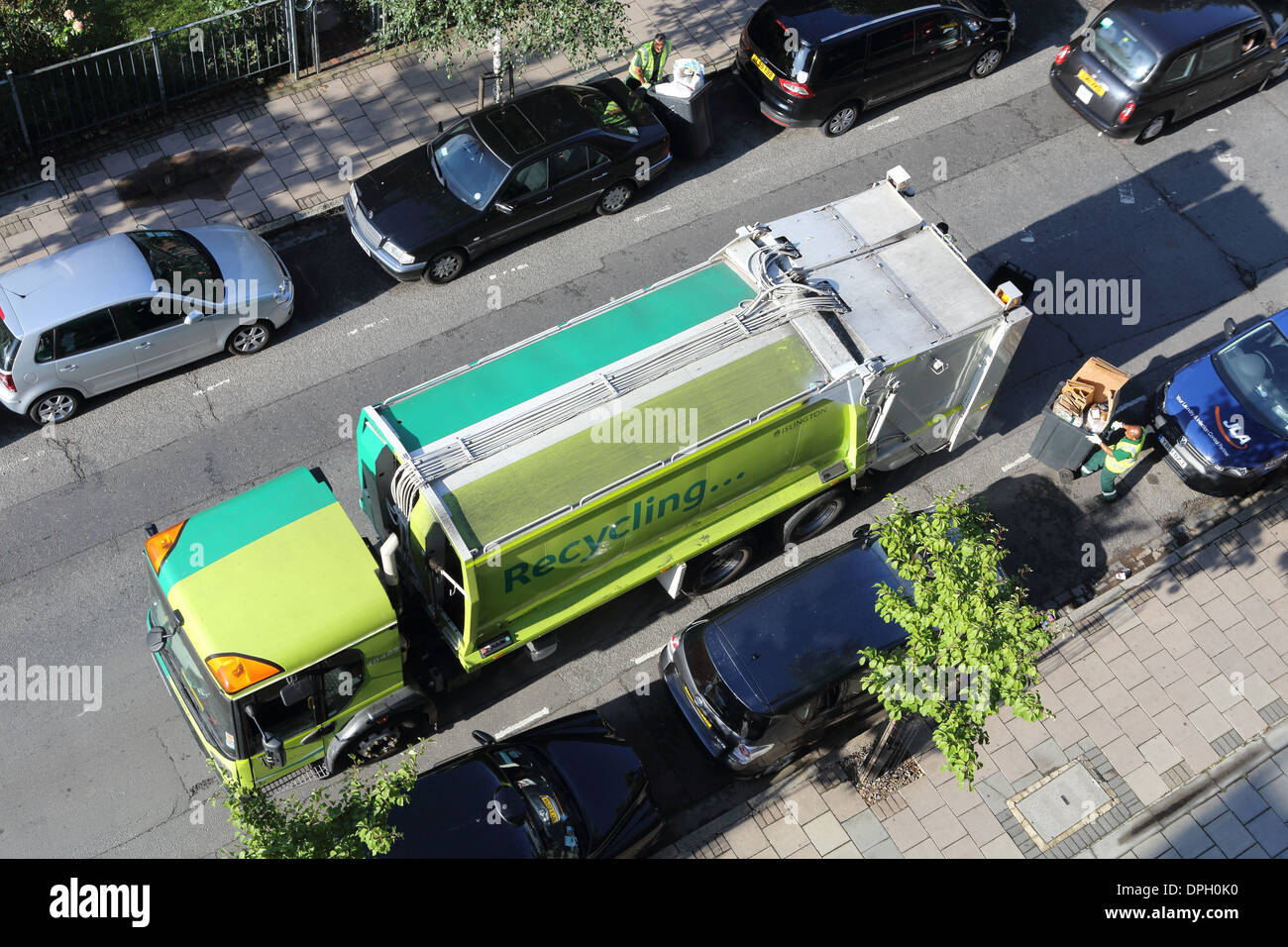 A recycling lorry making it's weekly collections in Islington, north London, England, UK - Stock Image