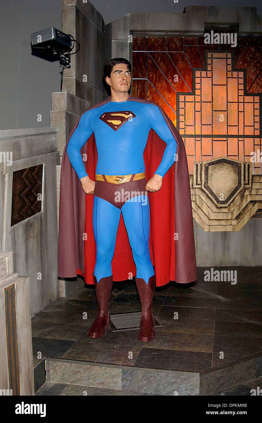 June 27, 2006 - K48451AR.SUPERMAN RETURNS, LAUNCHES IT'S WAX FIGURE AND INTERACTIVE EXPERIENCE AT MADAME TUSSAUDS, TIMES SQUARE NEW YORK CITY. 06-27-2006. ANDREA RENAULT-   G 2006..SUPERMAN WAX WORKS(Credit Image: © Globe Photos/ZUMAPRESS.com) - Stock Image