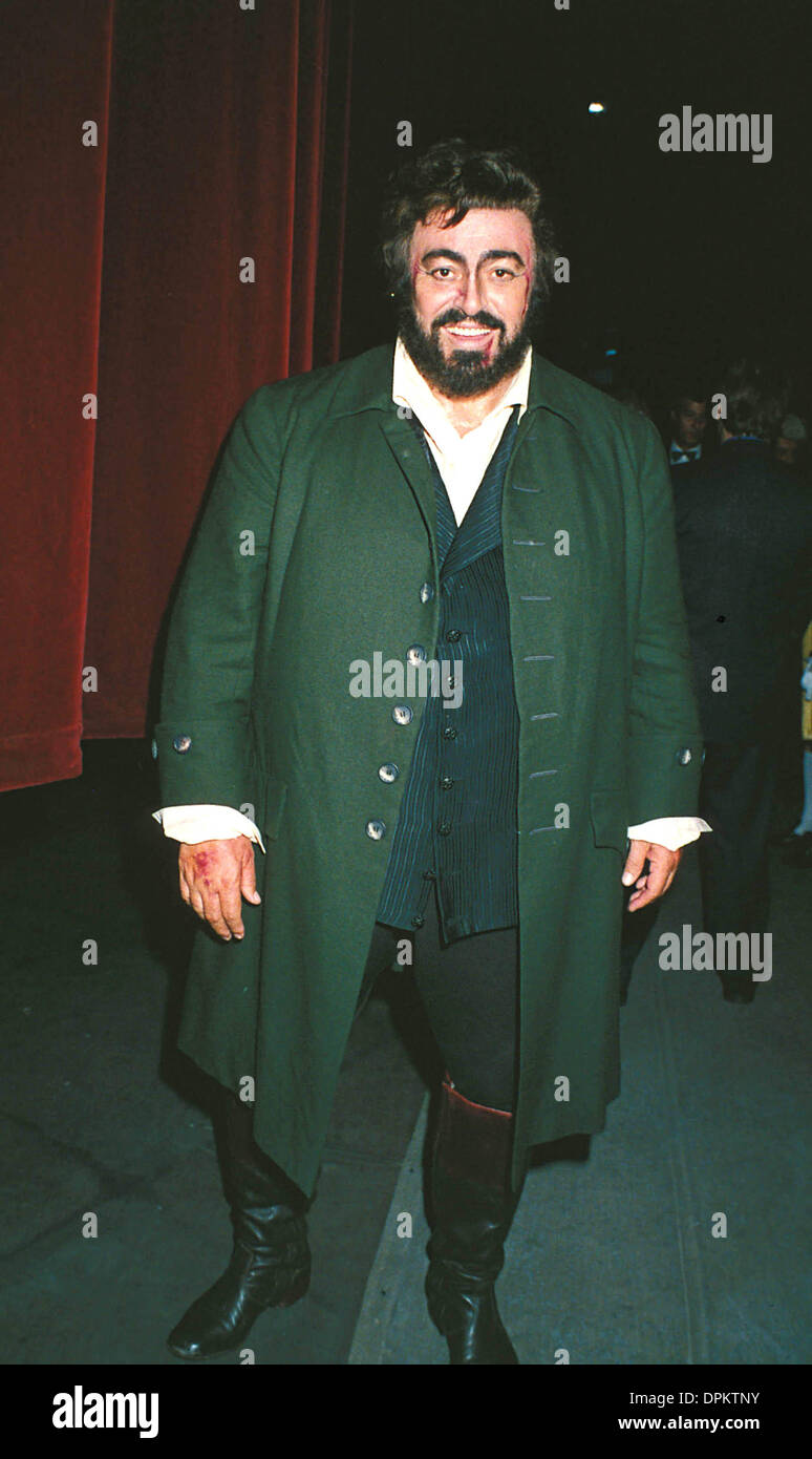 Aug. 16, 2006 - A9543.1992.LUCIANO PAVAROTTI .TOSCA COVENT GARDEN.LUCIANOPAVAROTTIRETRO. DAVE BENETT-   GETTY IMAGES.(Credit Image: © Globe Photos/ZUMAPRESS.com) - Stock Image