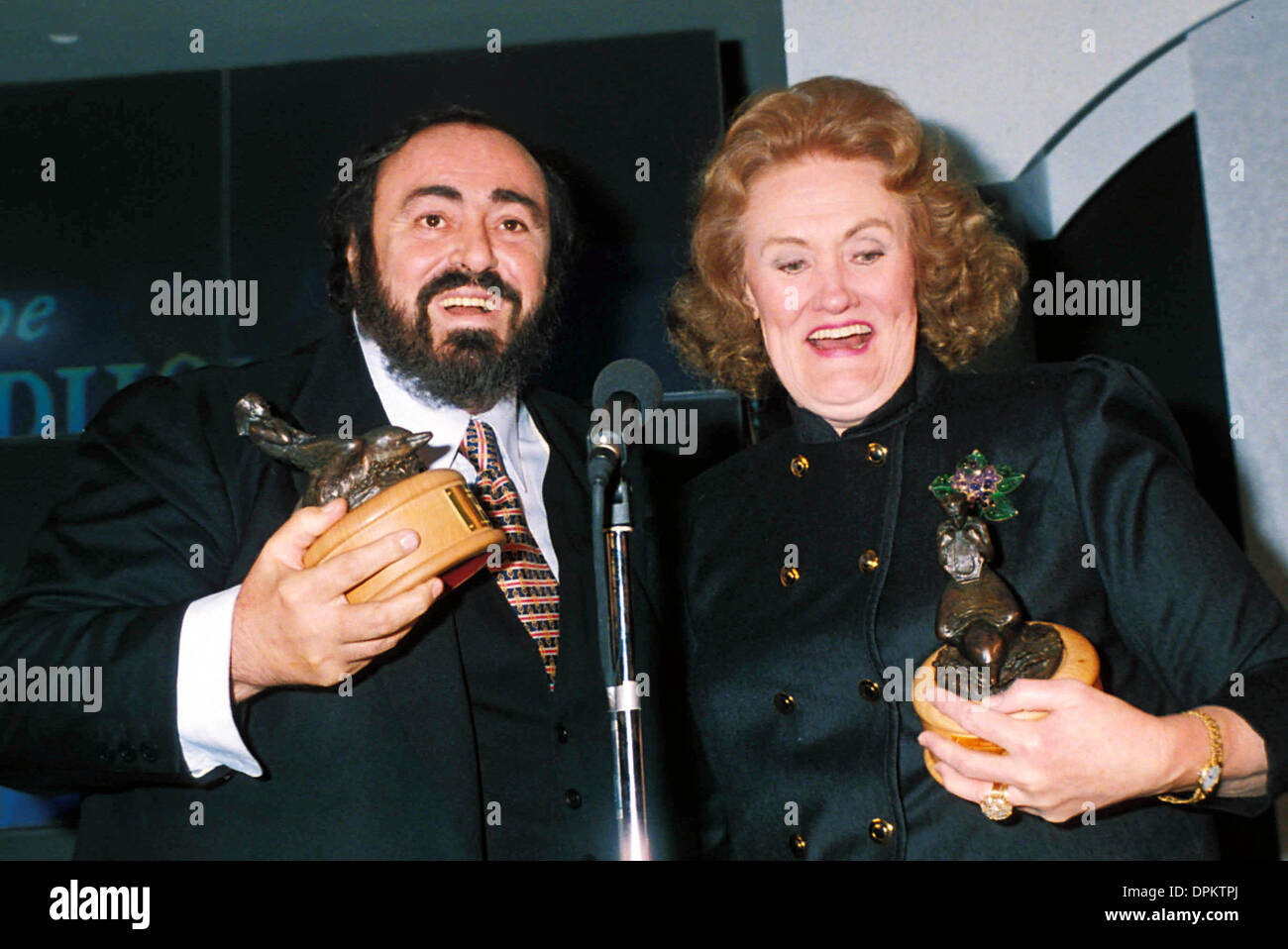 Aug. 16, 2006 - LUCIANO PAVAROTTI AND DAME JOAN SUTHERLAND.1991.A8397. DAVE BENETT-   GETTY IMAGES.LUCIANOPAVAROTTIRETRO(Credit Image: © Globe Photos/ZUMAPRESS.com) - Stock Image
