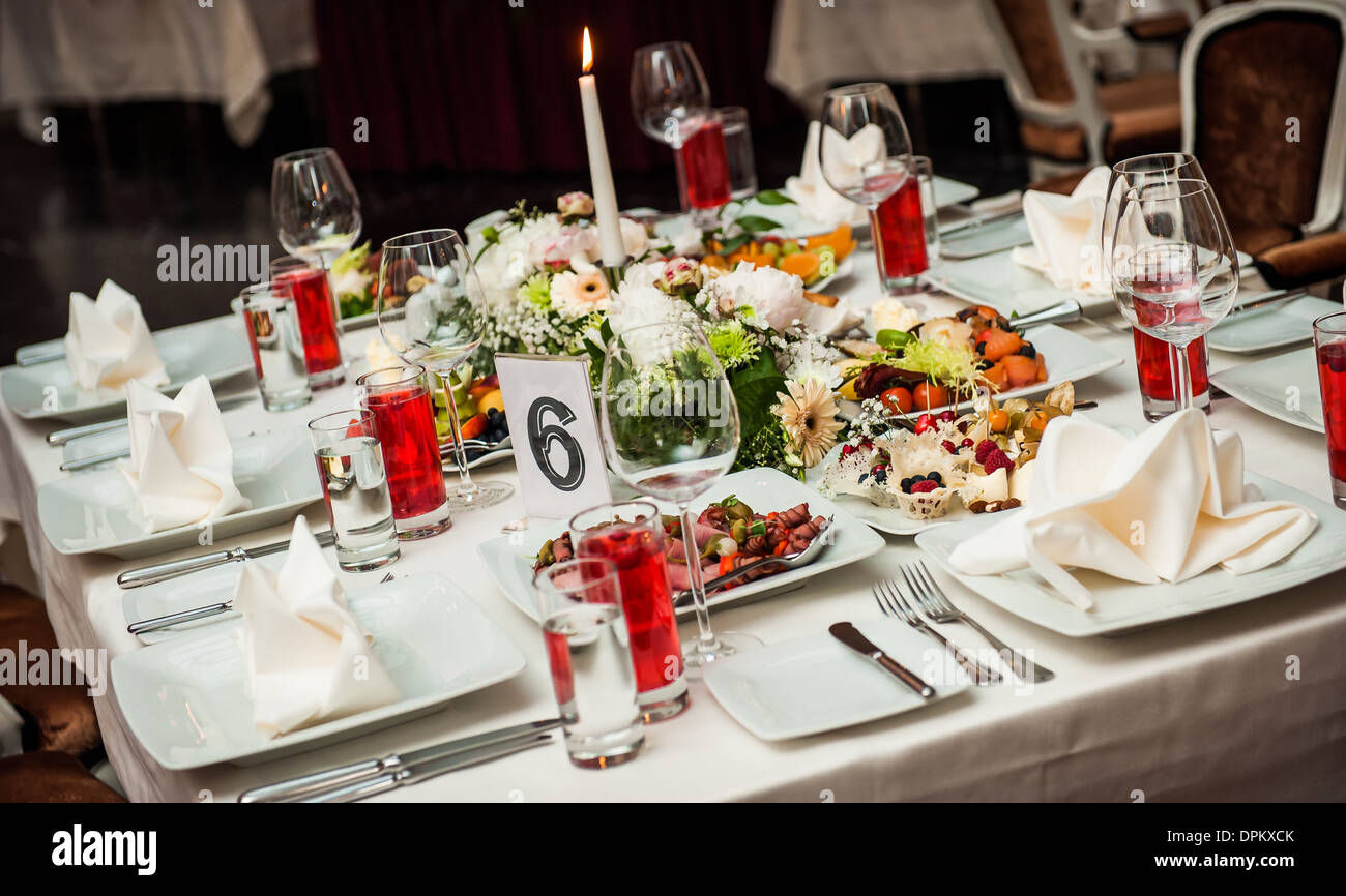 Luxury banquet table setting at restaurant & Luxury banquet table setting at restaurant Stock Photo: 65591363 - Alamy