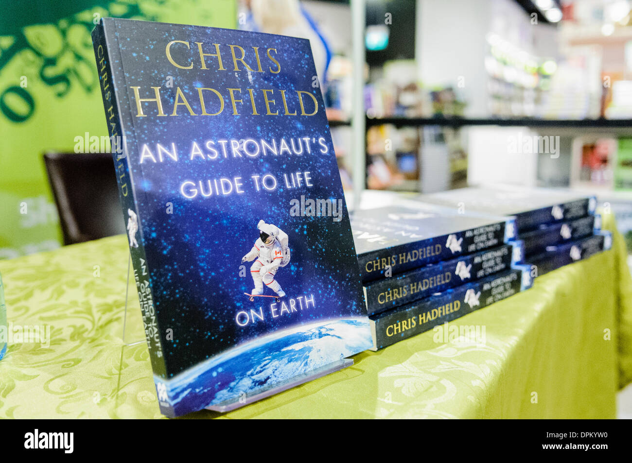 Belfast, Northern Ireland. 14 Jan 2014 - Copies of Commander Chris Hadfield's book 'An Astronaut's Guide to Life on Earth' Credit:  Stephen Barnes/Alamy Live News - Stock Image