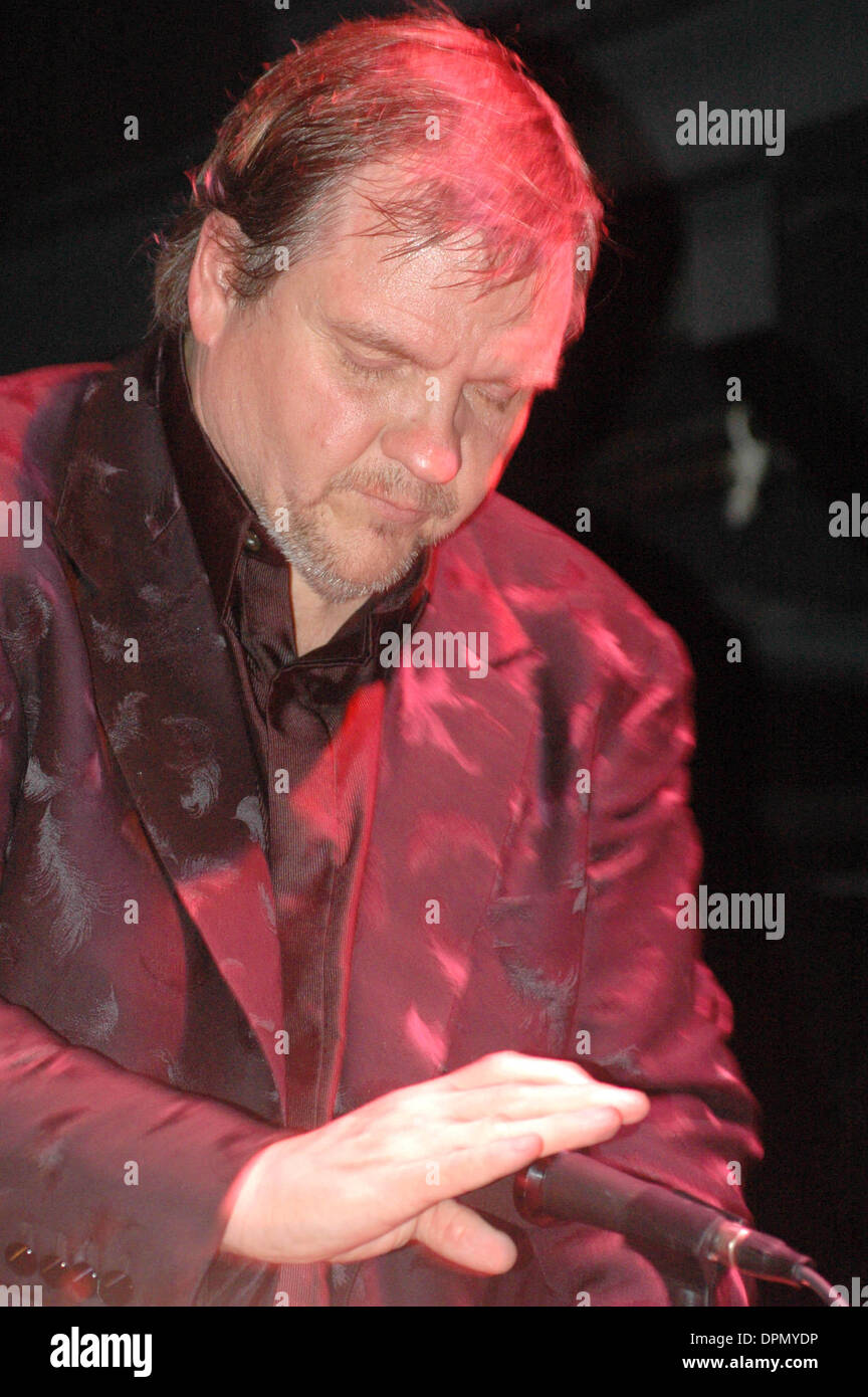 July 31, 2006 - K49170KR.VIRGIN RECORDS RECORDING ARTIST, MEATLOAF, ANNOUNCES THE UPCOMING RELEASE OF HIS NEW ALBULM ''BAT OUT OF HELL III'' AT AVALON NIGHTCLUB ALONG WITH A PANEL OF MUSIC ARTIST INVOLVED IN THE ALBULM SIXTH AVENUE 07-31-2006. KEN RUMMENTS-   MEATLOAF(Credit Image: © Globe Photos/ZUMAPRESS.com) - Stock Image