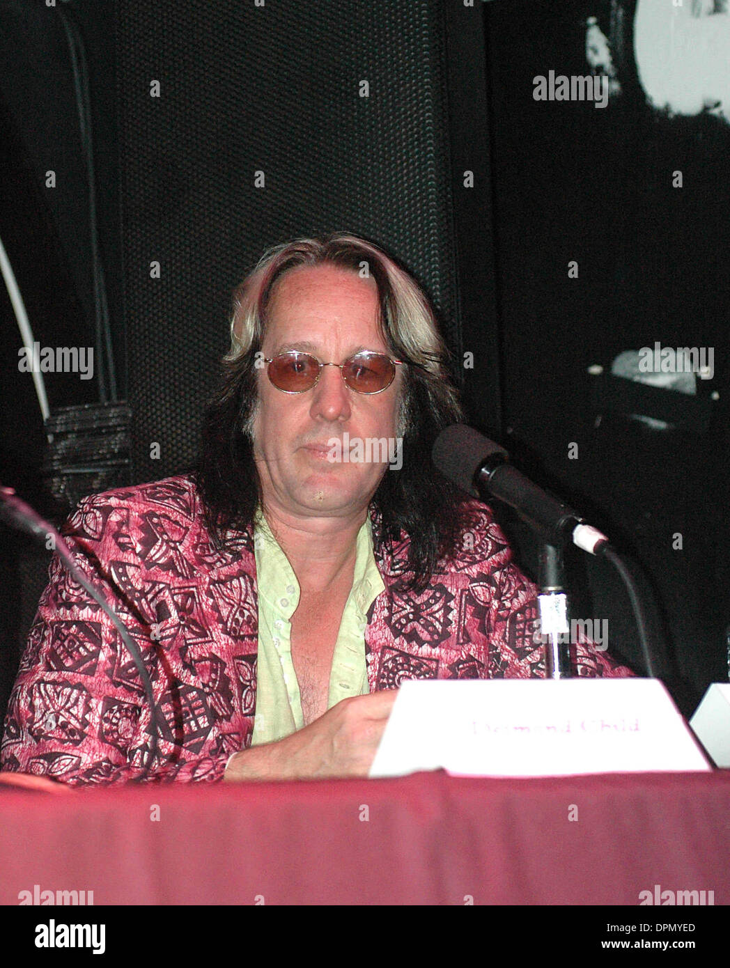 July 31, 2006 - K49170KR.VIRGIN RECORDS RECORDING ARTIST, MEATLOAF, ANNOUNCES THE UPCOMING RELEASE OF HIS NEW ALBULM ''BAT OUT OF HELL III'' AT AVALON NIGHTCLUB ALONG WITH A PANEL OF MUSIC ARTIST INVOLVED IN THE ALBULM SIXTH AVENUE 07-31-2006. KEN RUMMENTS-   TODD RUNDGREN(Credit Image: © Globe Photos/ZUMAPRESS.com) - Stock Image