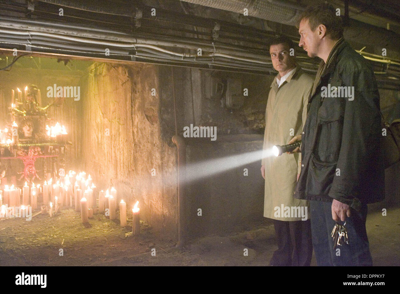 May 25, 2006 - O-190  Thorn (Liev Schreiber) and Jennings (David Thewlis) search for clues to the reasons behind the spate of horrific events occurring around them.          .K48087ES.TV-FILM STILL. SUPPLIED BY    THE OMEN(Credit Image: © Globe Photos/ZUMAPRESS.com) - Stock Image