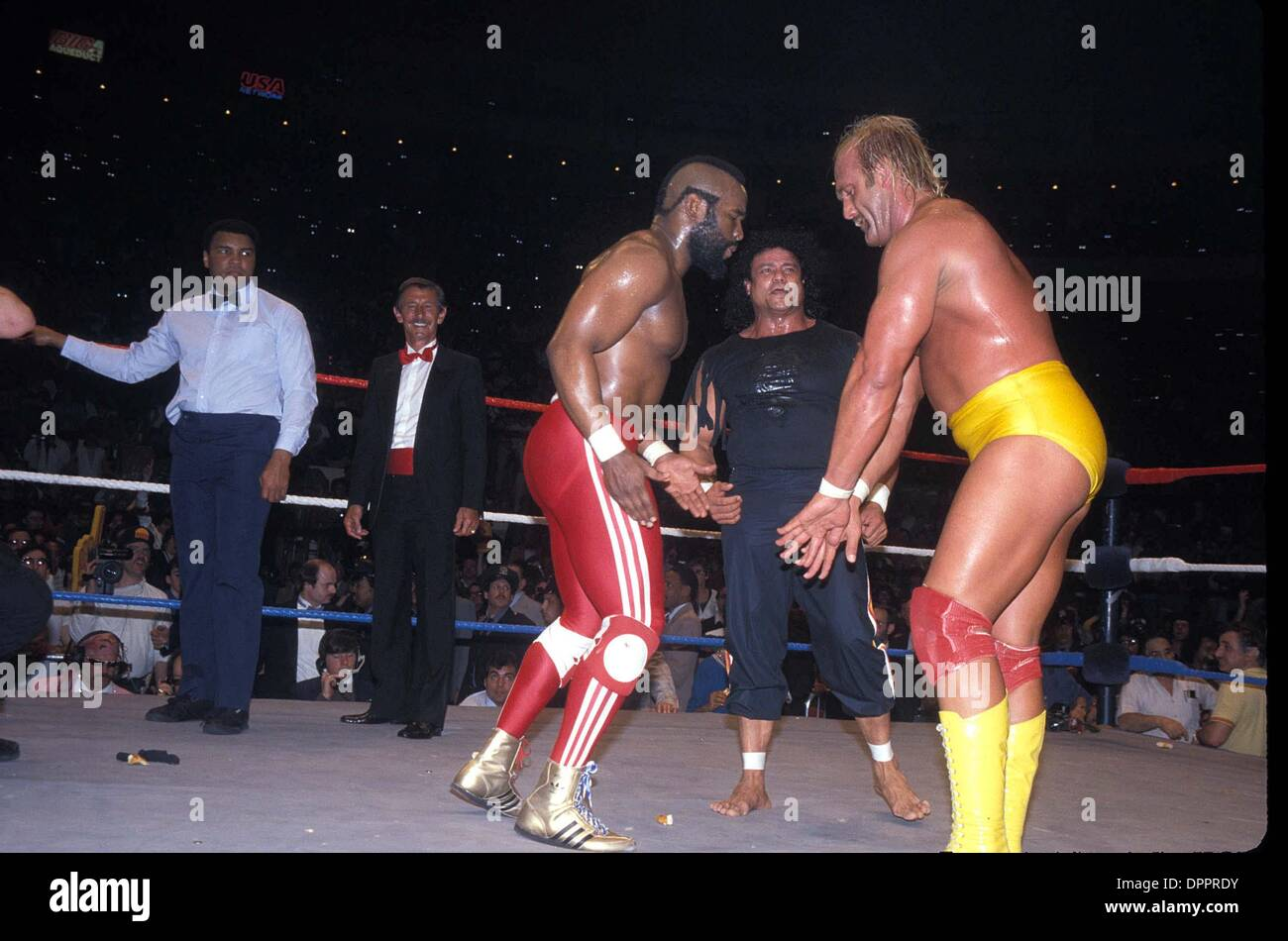 June 21, 2006 - MR T WITH HULK HOGAN 1985.F0733.SUPPLIED BY ...