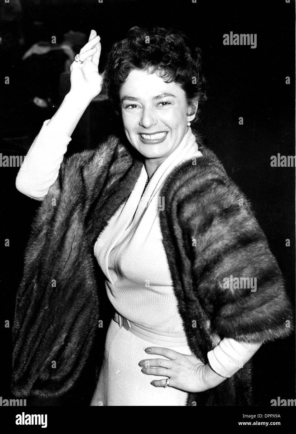 Ruth Roman Of Many Movies She Was In Strangers On A: RUTH ROMAN ARRIVING IN LONDON AFTER