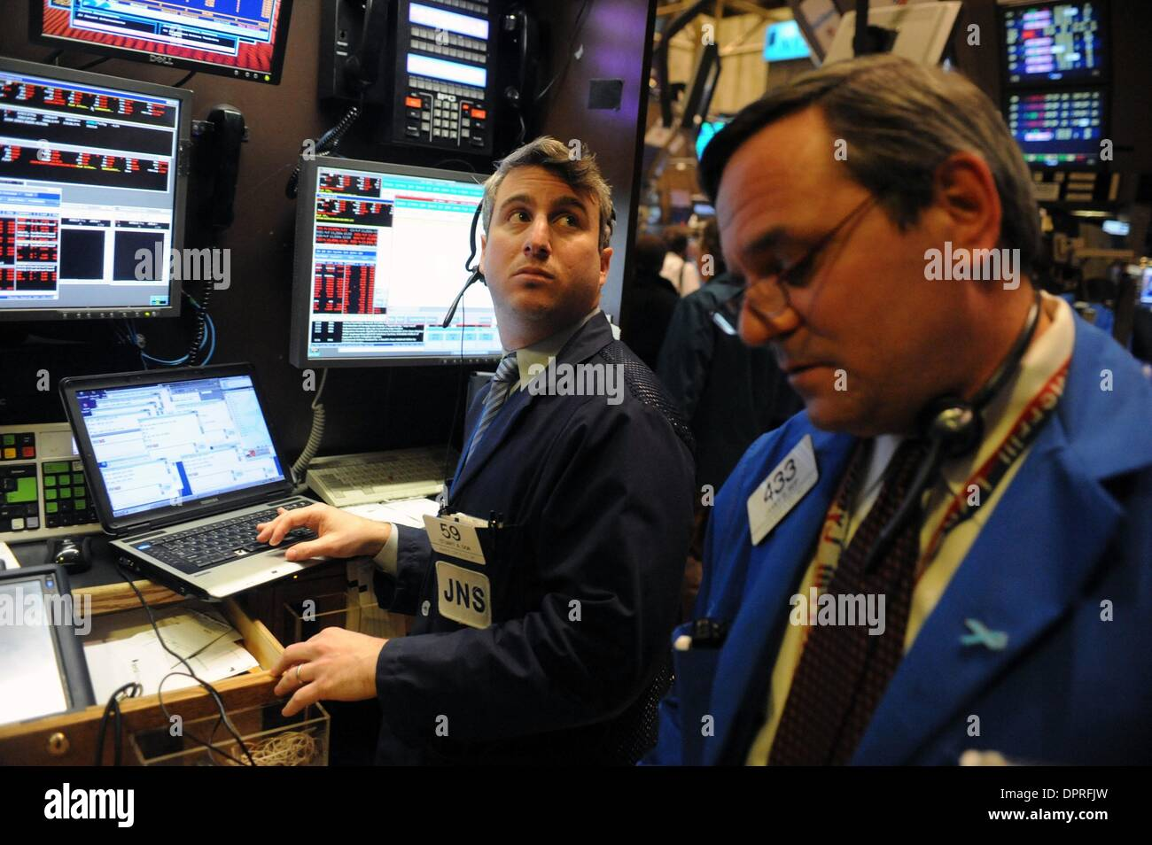 Mar 02, 2009 - Manhattan, New York, USA - Traders on the floor of the New York Stock Exchange as the Dow Jones industrial average closes below 7,000 for the first time since 1997. The Dow closed down close to 300 points to 6,763,29. The credit crisis and recession have cut the average's value since it hit a record high over 14,000 in October 2007.  (Credit Image: © Bryan Smith/ZUM - Stock Image