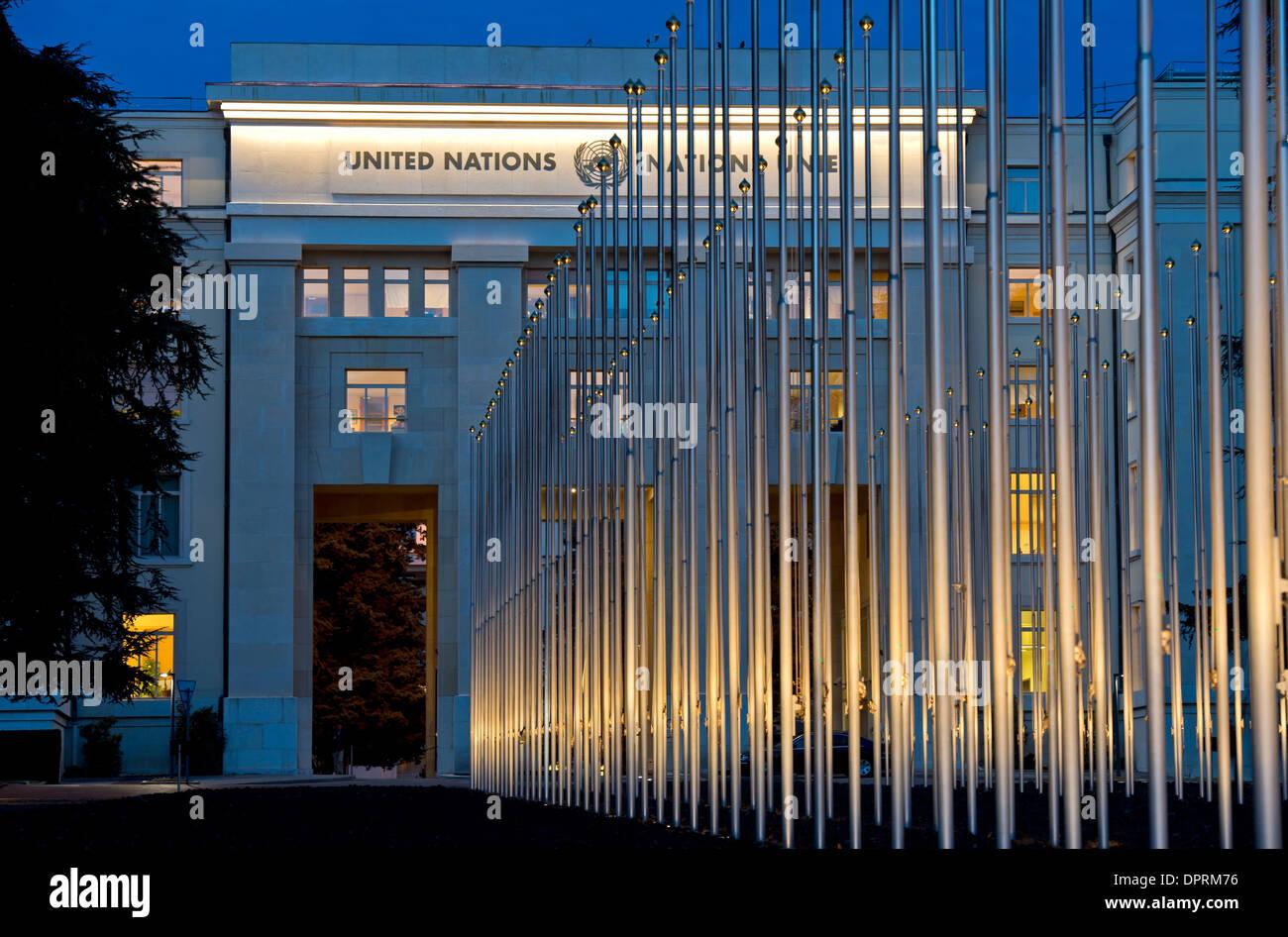 Night shot of the Palais des Nations, European headquarters of the United Nations, Geneva, Switzerland - Stock Image