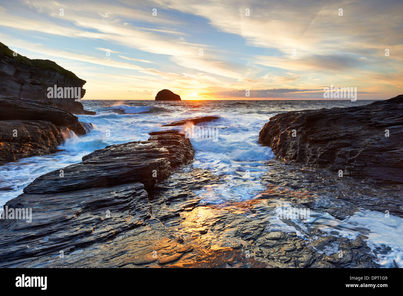Evening light on the North Cornish Coast at Trebarwith Strand. - Stock Image