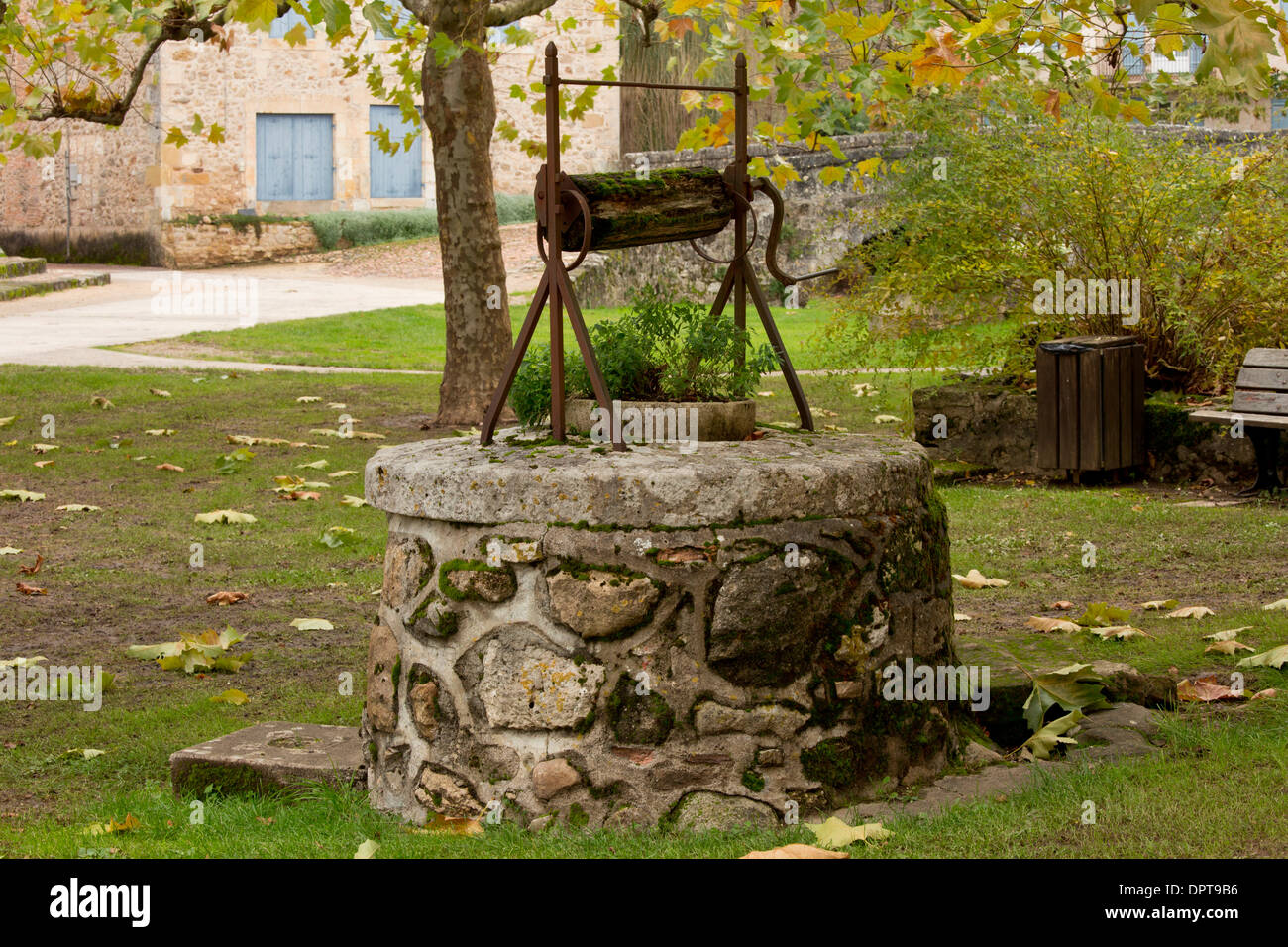 Old well in the ancient village of St Jean de Cole, Dordogne, France. - Stock Image