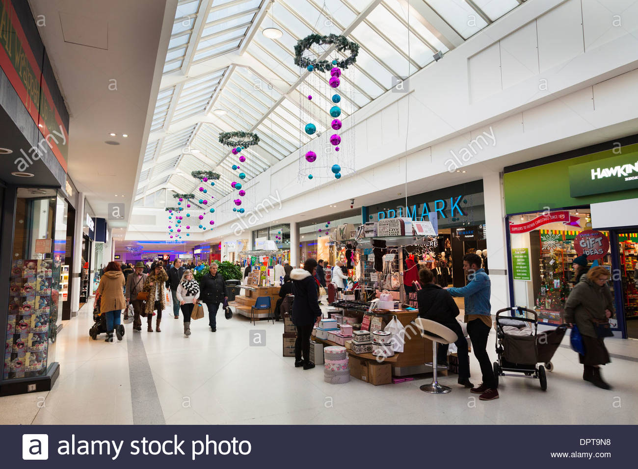 Cascades shopping mall Portsmouth with temporary stalls. - Stock Image