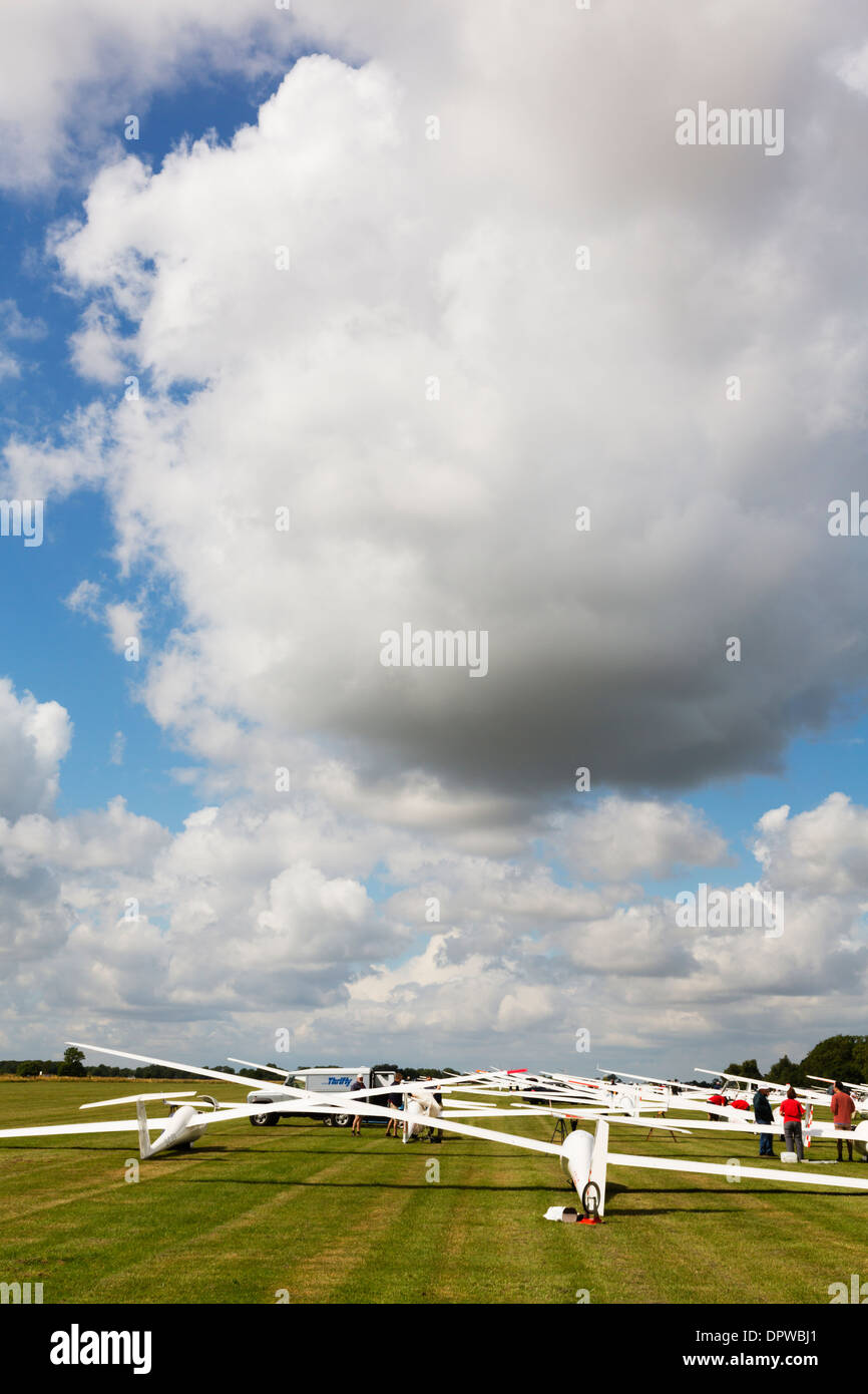 Gliders on the start line, awaiting aerotows. Gliding competition, August 2013 Husbands Bosworth. The Gliding Centre - Stock Image