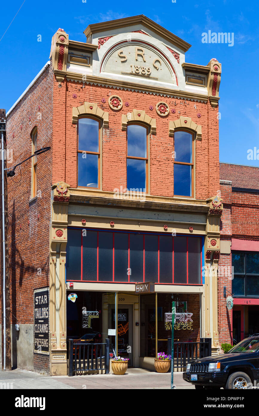 An old 19thC brick building in historic downtown Ellensburg, Washington , USA - Stock Image