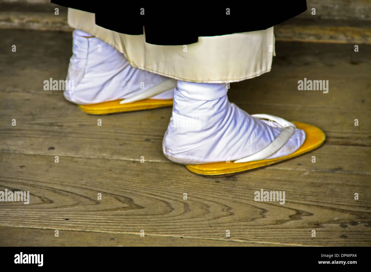 Monk 's feet, dressed in traditional Japanese Tabi socks and sandals,  Nigatsu-dō, Nara, Japan. - Stock Image