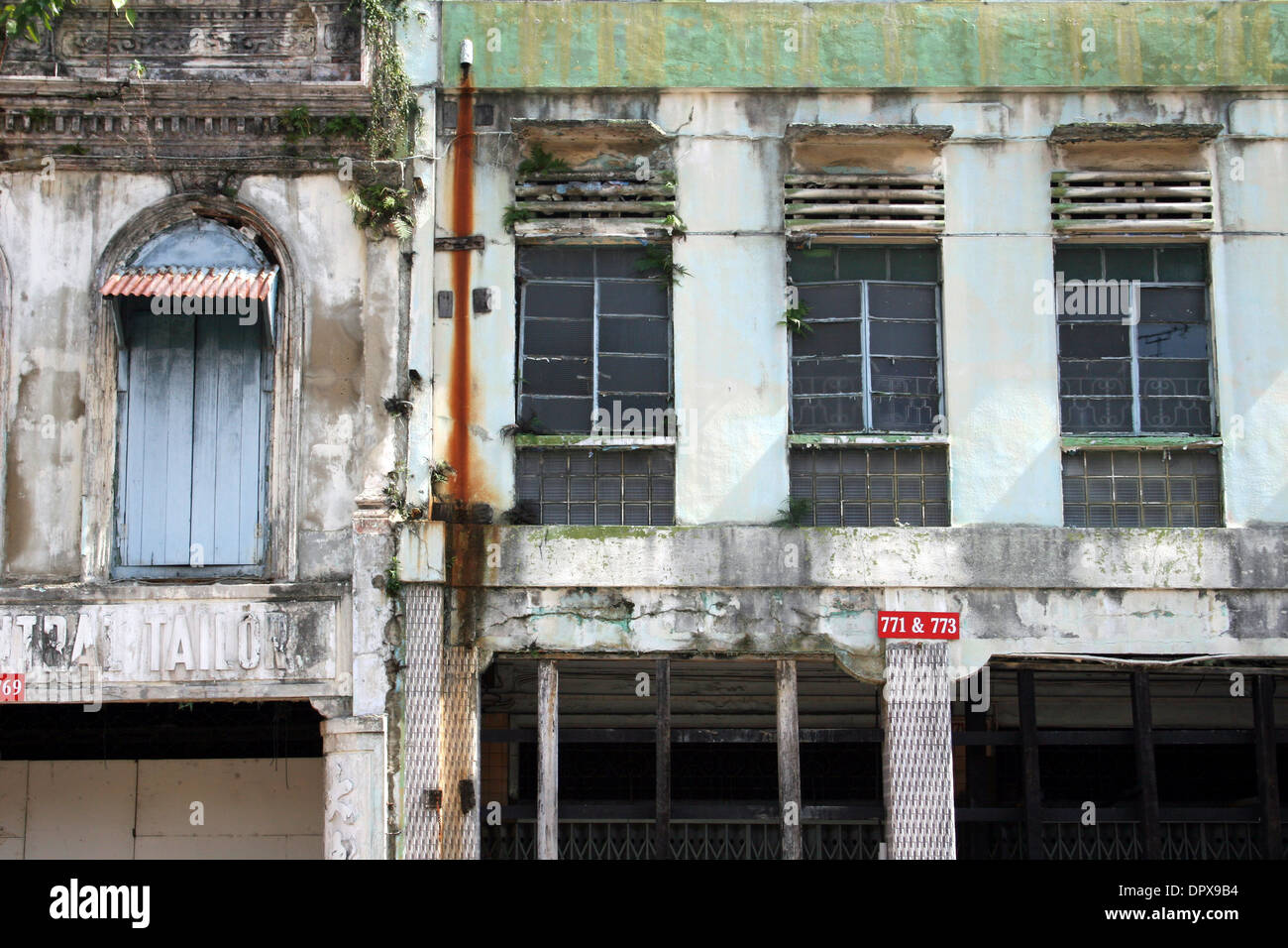 Derelict shopfronts in Singapore - Stock Image