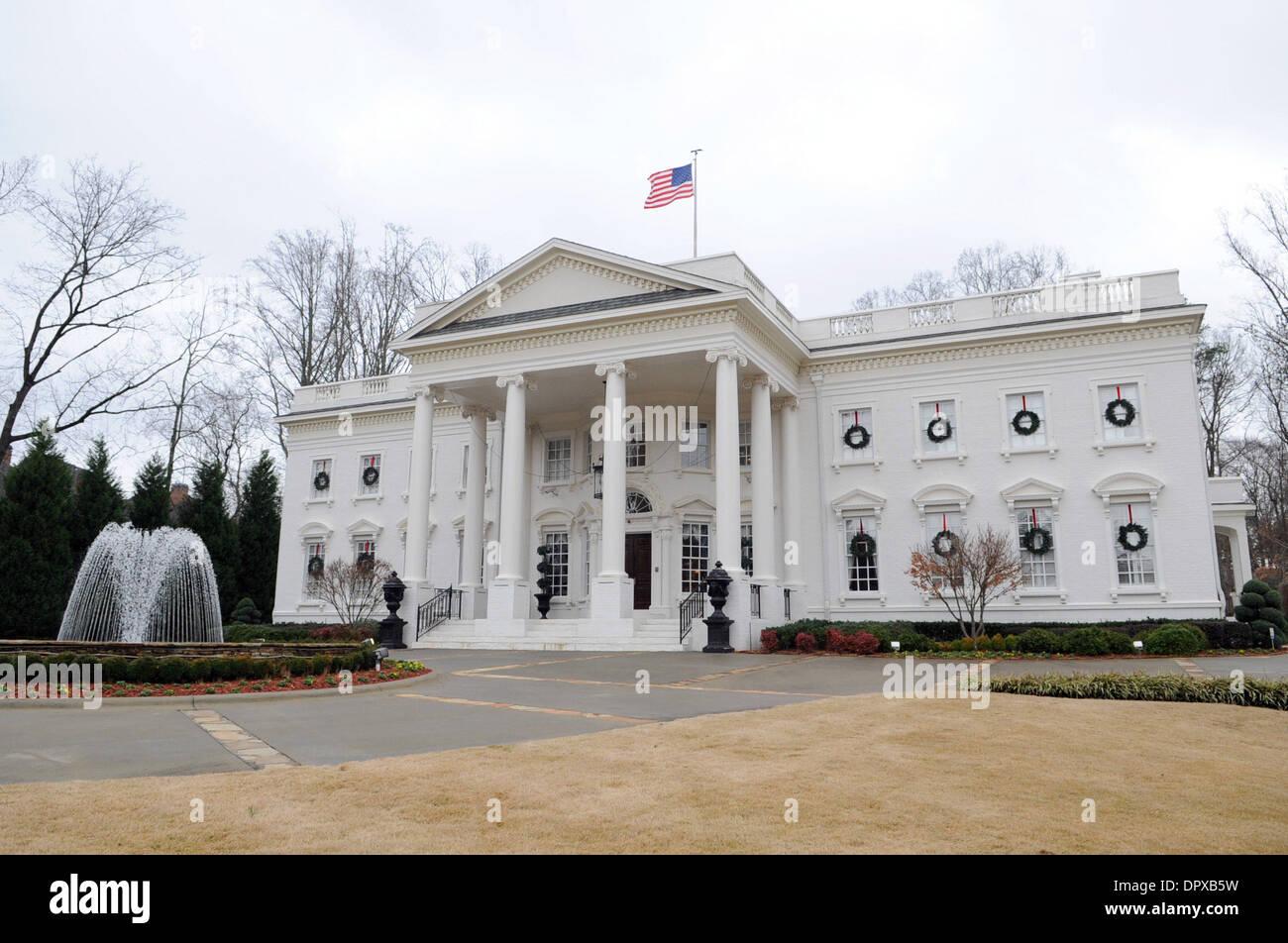 Exterior: White House Replica Atlanta Stock Photos & White House