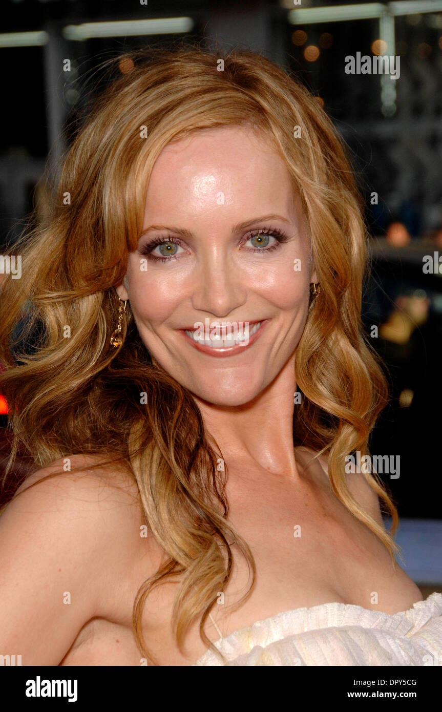 Leslie Mann during the premiere of the new movie from New Line Cinema, 17 AGAIN, held at Grauman's Chinese Theatre, on April 14, 2009, in Los Angeles..Photo By Michael Germana - Globe Photos, Inc. © 2009.K61691MGE (Credit Image: © Michael Germana/Globe Photos/ZUMAPRESS.com) - Stock Image