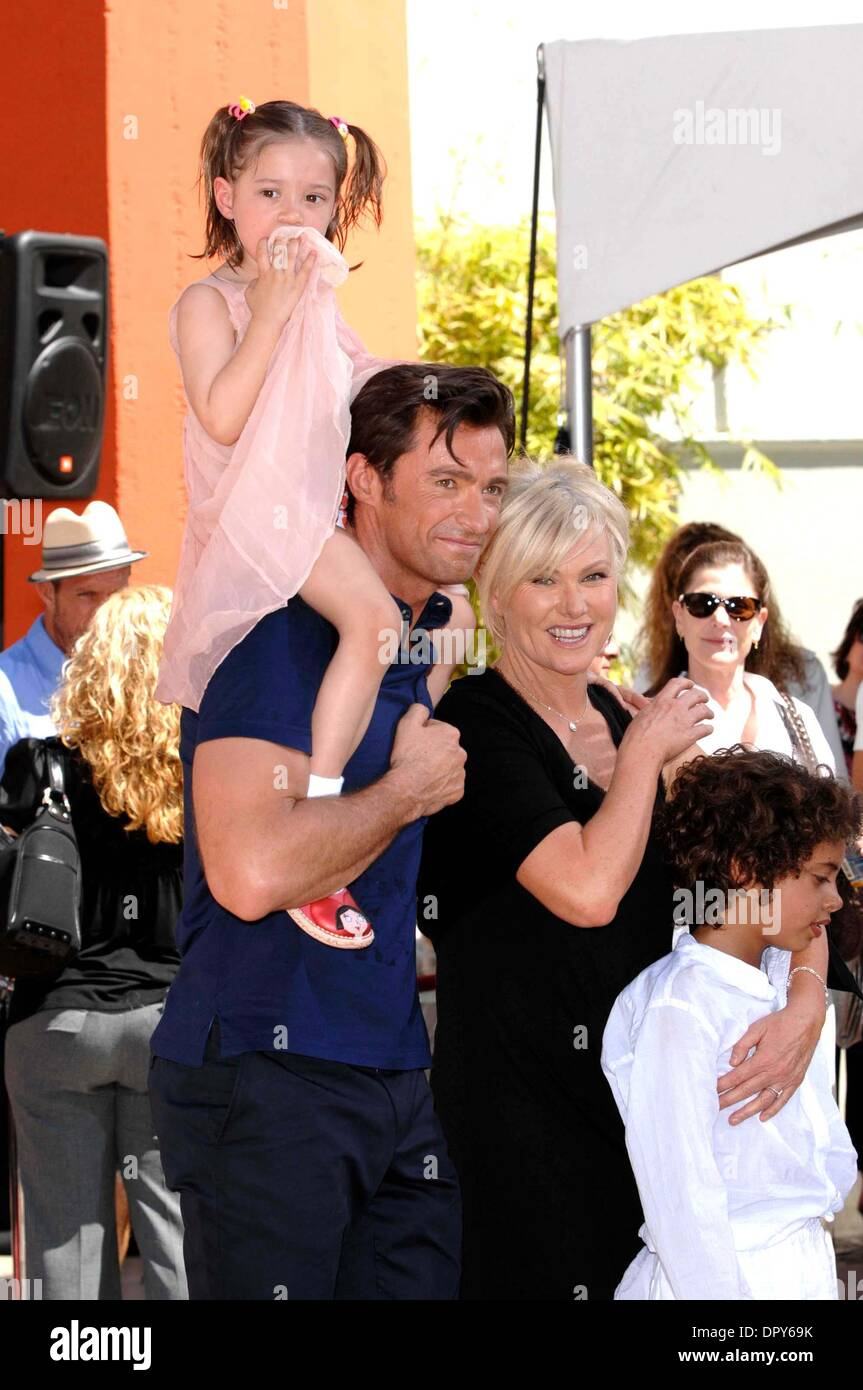 HUGH JACKMAN, DEBORRA-LEE FURNESS AVA ELIOT JACKMAN AND OSCAR MAXIMILLIAN JACKMAN during a Hand and Footprint Ceremony in honor of HUGH JACKMAN, held at Grauman's Chinese Theatre, on April 21, 2009, in Los Angeles..Photo: Michael Germana  - Globe Photos.K61582MGE (Credit Image: © Michael Germana/Globe Photos/ZUMAPRESS.com) - Stock Image