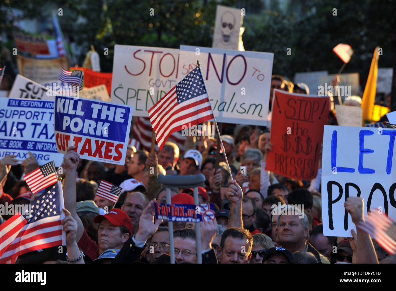 Apr 15, 2009 - Atlanta, Georgia, USA - Nearly 15,000 protesters gather at the statehouse in Atlanta as part of nationwide 'tea party' protests of taxation and government spending. The rallies were named after the original Boston Tea Party. (Credit Image: © Robin Nelson/ZUMA Press) - Stock Image