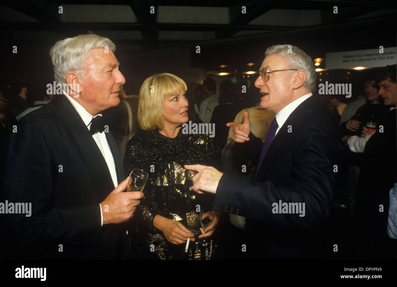 Anthony Shaffer, his third wife the actress Diane Cilento with twin brother Peter Shaffer. HOMER SYKES - Stock Image