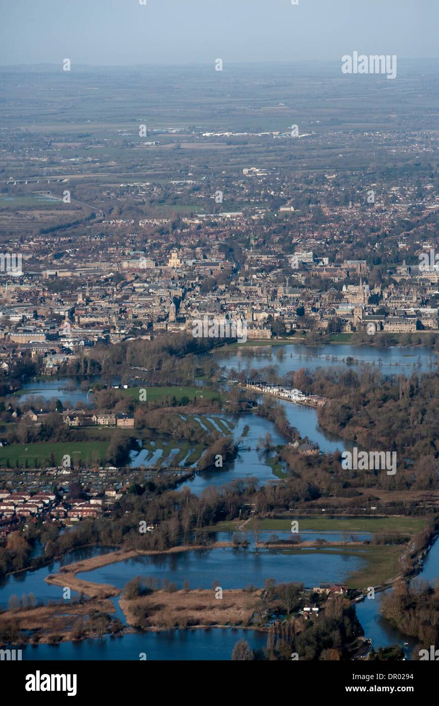 Oxford, UK. 14th January 2014. Oxford in  flood . View towards Christchurch meadow showing the Thames in flood Credit:  adrian arbib/Alamy Live News - Stock Image