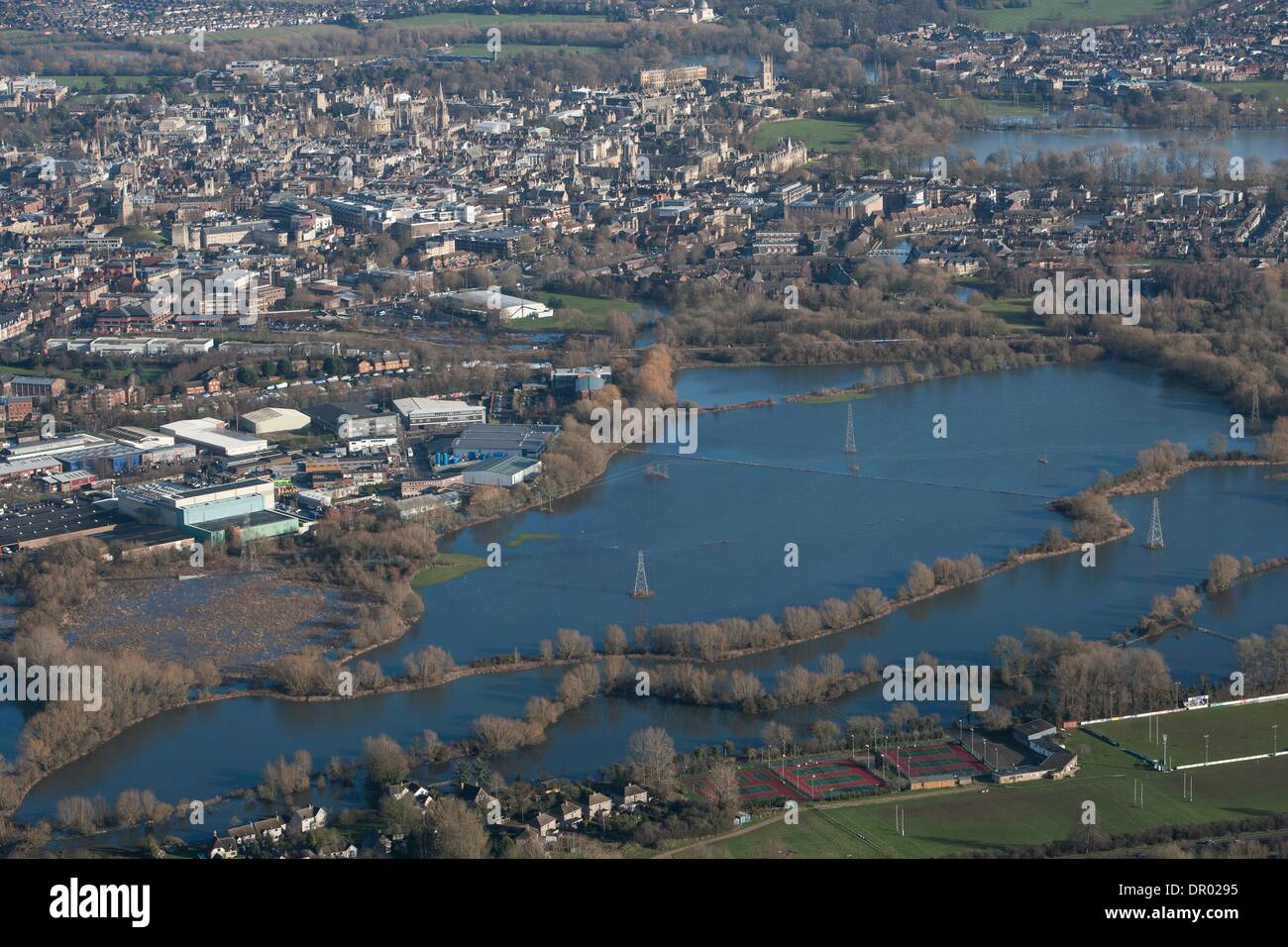 Oxford, UK. 14th January 2014. Oxford in  flood .  View from Hinksey hill towards Osney mead industrial estate LHS towards Oxford  and Oxpens  showing the Thames in flood Credit:  adrian arbib/Alamy Live News - Stock Image
