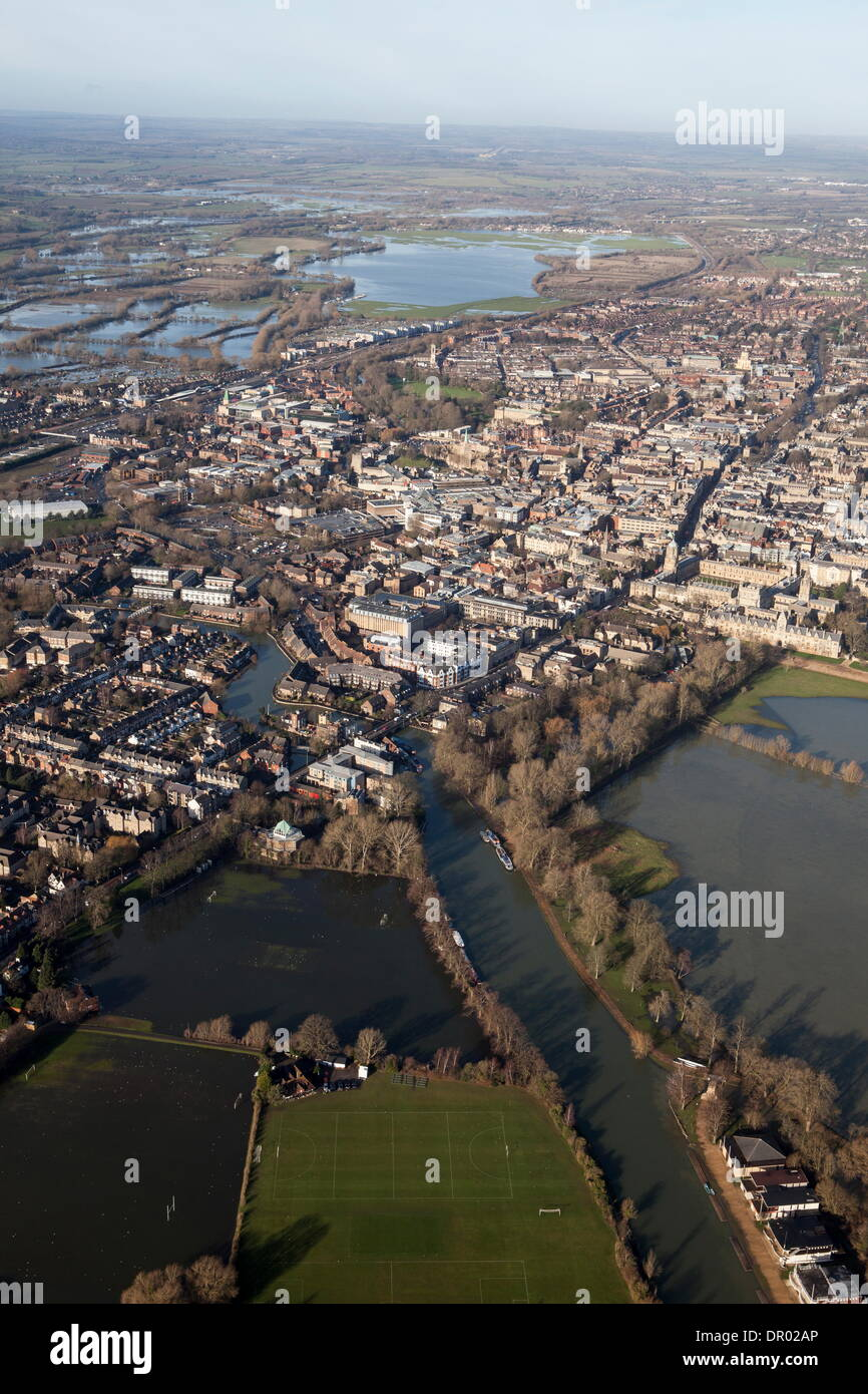 Oxford, UK. 14th January 2014. The  Thames, Oxford in  flood .  View of Oxford, looking  North to Portmeadow.  Christchurch meadow in the foreground and the flooded Thames to the bottom of the image. Credit:  adrian arbib/Alamy Live News - Stock Image