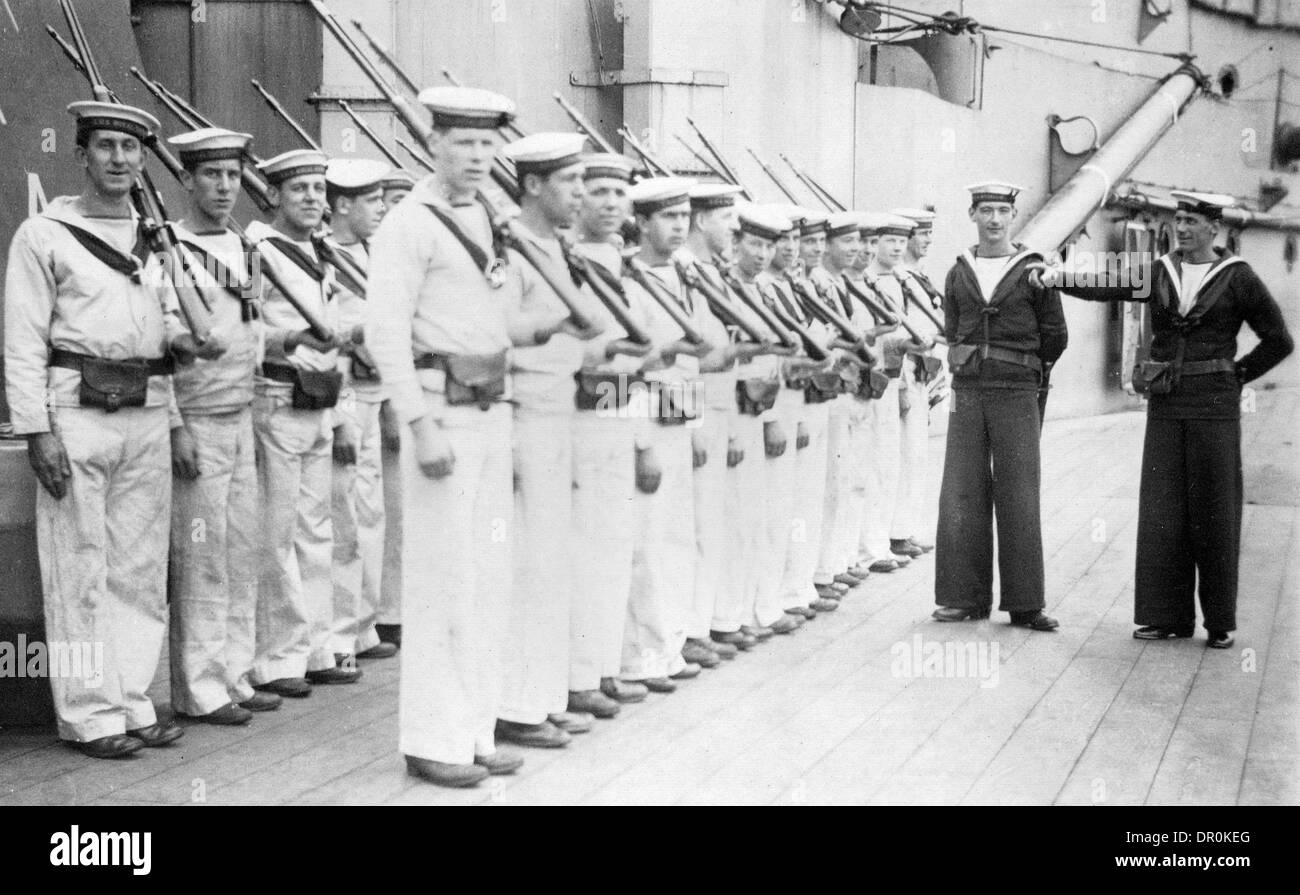 A GROUP OF SAILORS ONBOARD THE WORLD WAR ONE BATTLESHIP HMS ROYAL SOVEREIGN - Stock Image