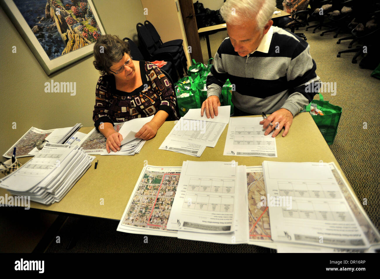 Jan 22, 2009 - San Bernardino, California, USA - GAIL LAWING of Menifee, Calif. and PHIL BRANSTETTER of Riverside, Calif. organize packets of directions and maps of search blocks as teams of volunteers fan-out across San Bernardino County, Calif. as The San Bernardino County Office of Homeless Services and Homeless Partnership conduct a 'Point-in-Time' bi-annual census count of the - Stock Image