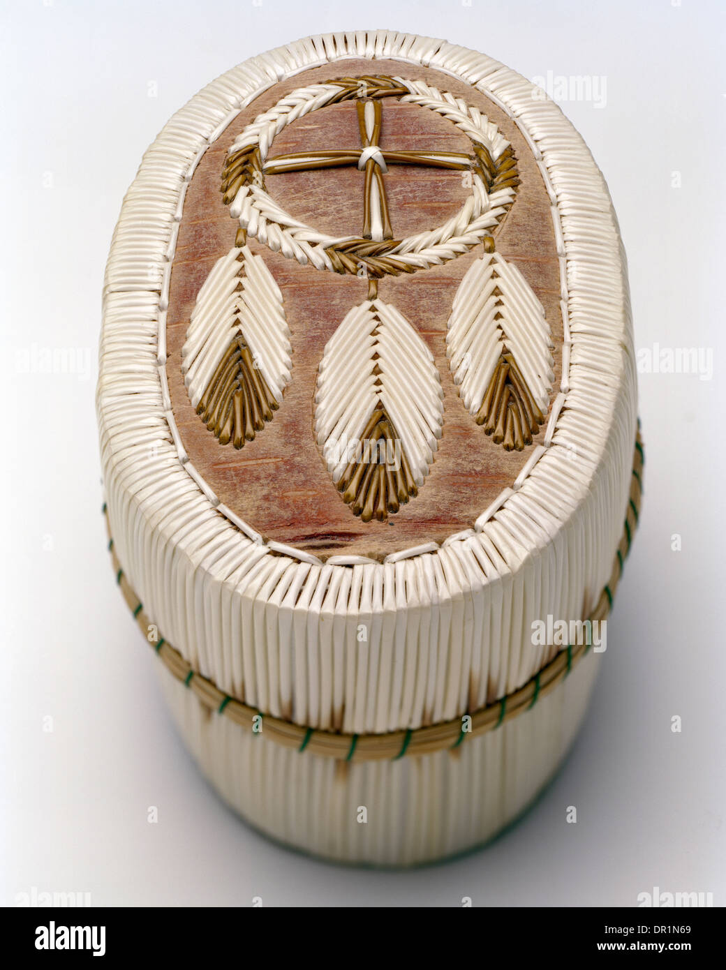 Chippewa quill box with dreamcatcher motif - Stock Image
