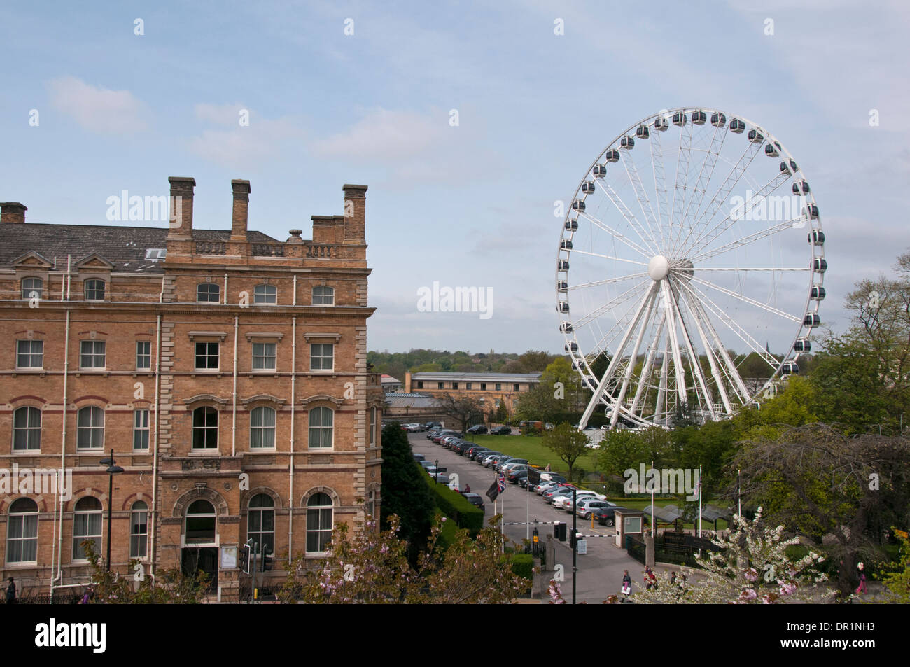 Towering York Wheel tourist attraction, in grounds of impressive historic hotel, the Royal York (now The Principal) - York, North Yorkshire, England. - Stock Image