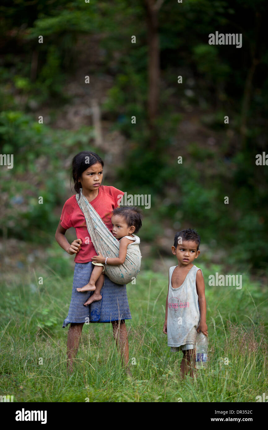 Mangyan children wait for their family members at a Mangyan market near Mansalay, Oriental Mindoro, Philippines. - Stock Image