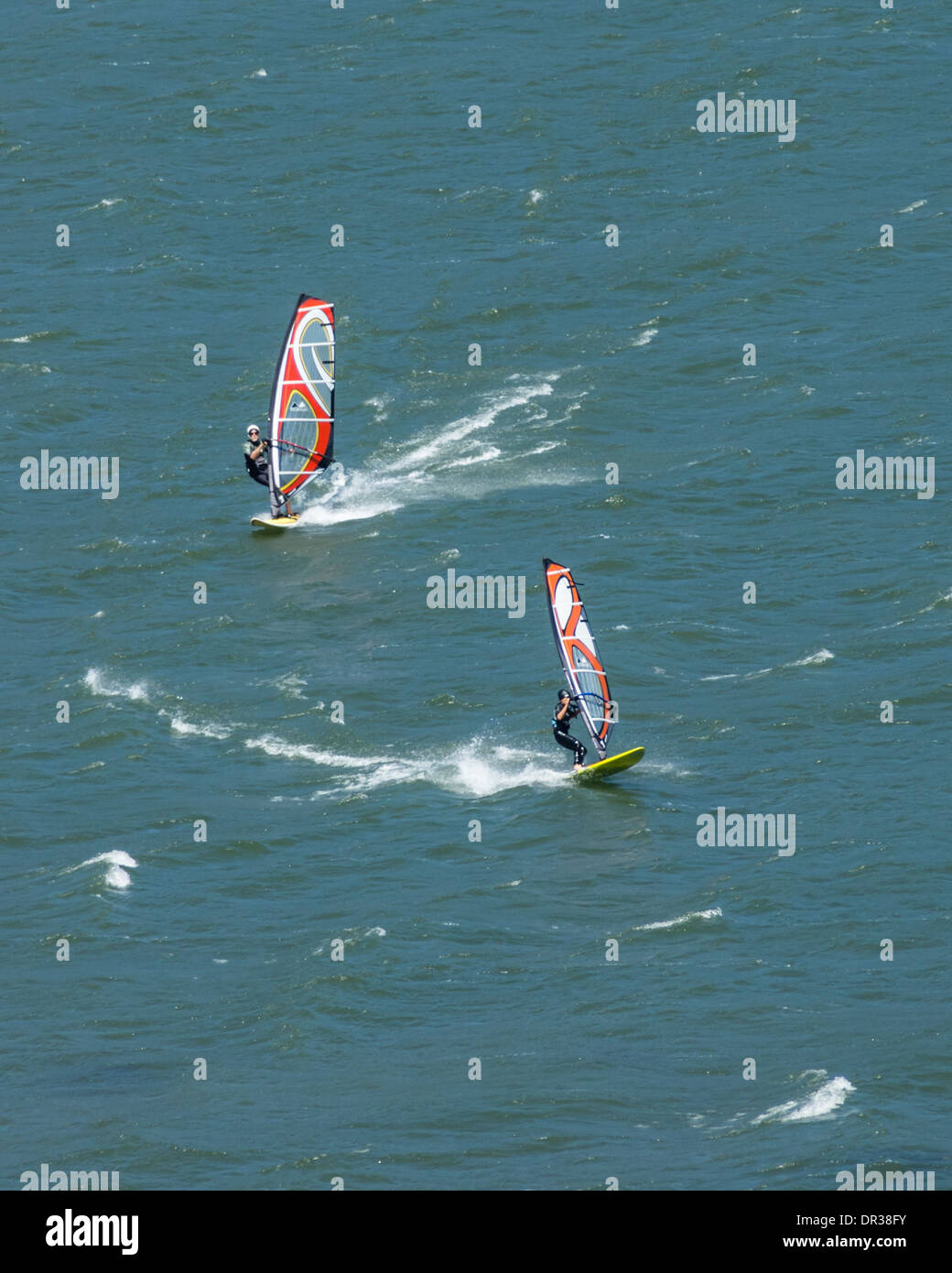 Windsurfers enjoying a brisk windy day on the Columbia River.  Columbia River Scenic Area, Oregon - Stock Image