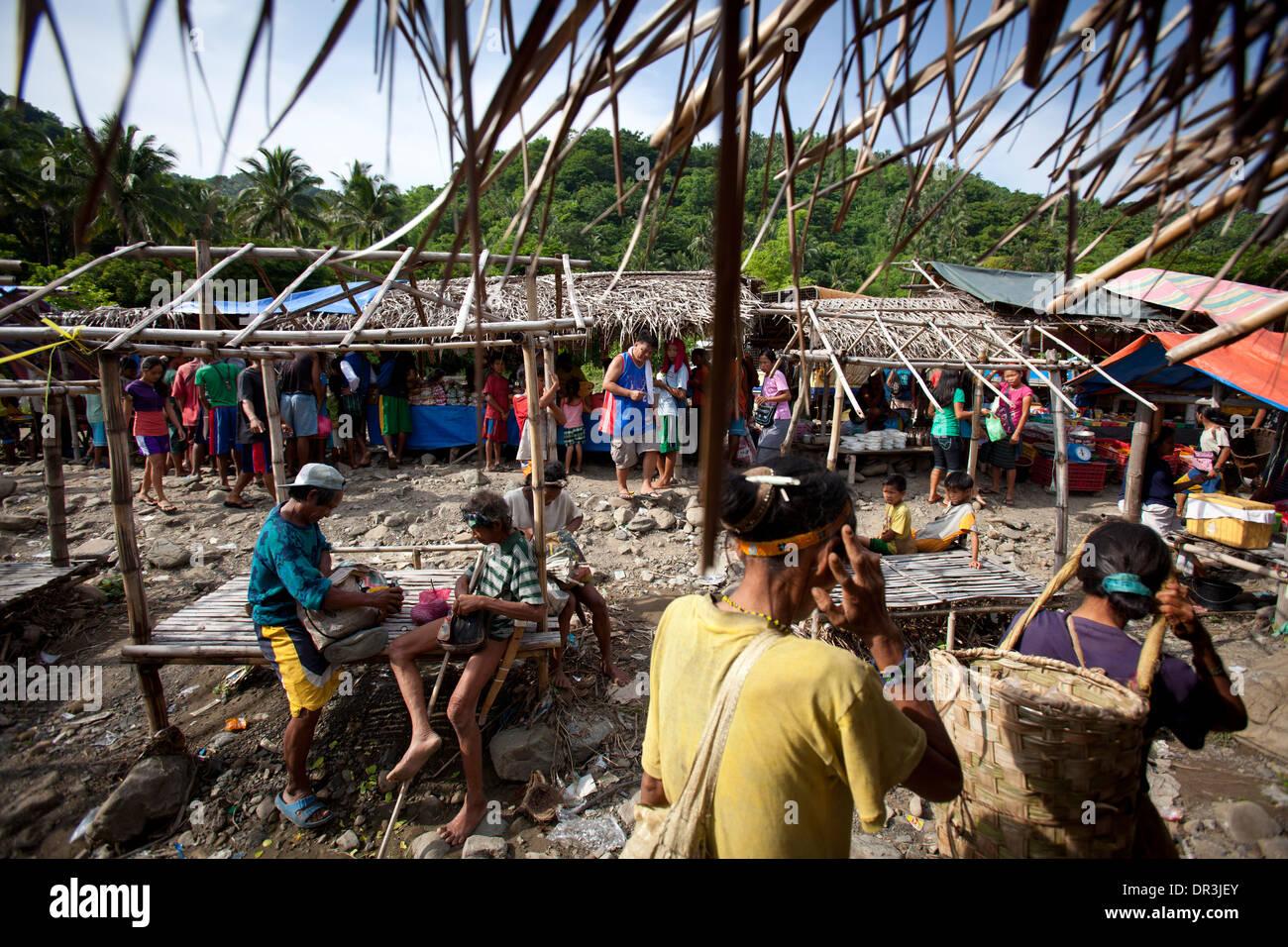 Hanunoo Mangyans at a Mangyan market near Mansalay, Oriental Mindoro, Philippines. - Stock Image