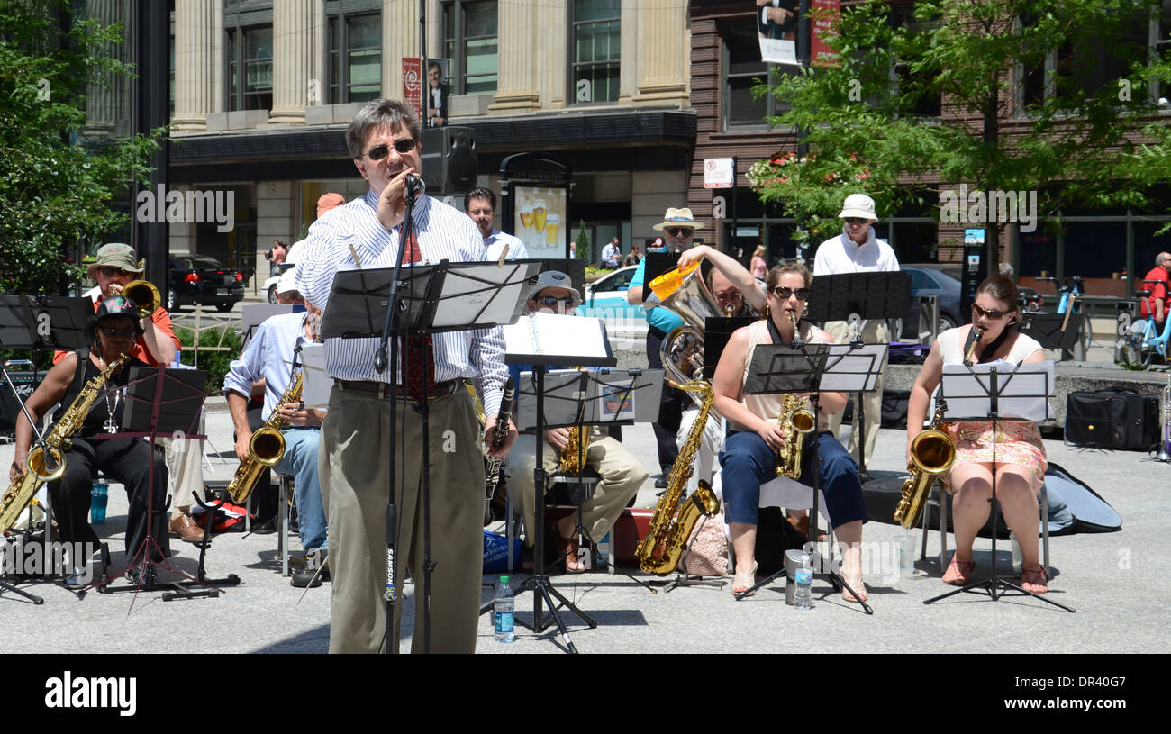 Bandleader John Vishneski sings with the Chicago Barrister's Band in Federal Plaza, Chicago, IL, July 19, 2013. The band consist - Stock Image